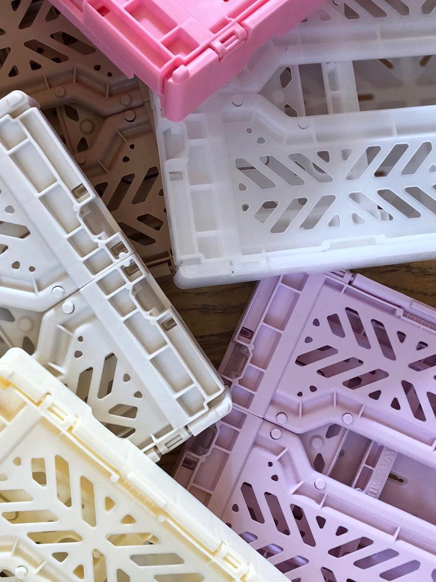 Caja pegable apilable Milk Tea, mediana, Plástico reciclado, Beige, An 40 x Al 14 cm