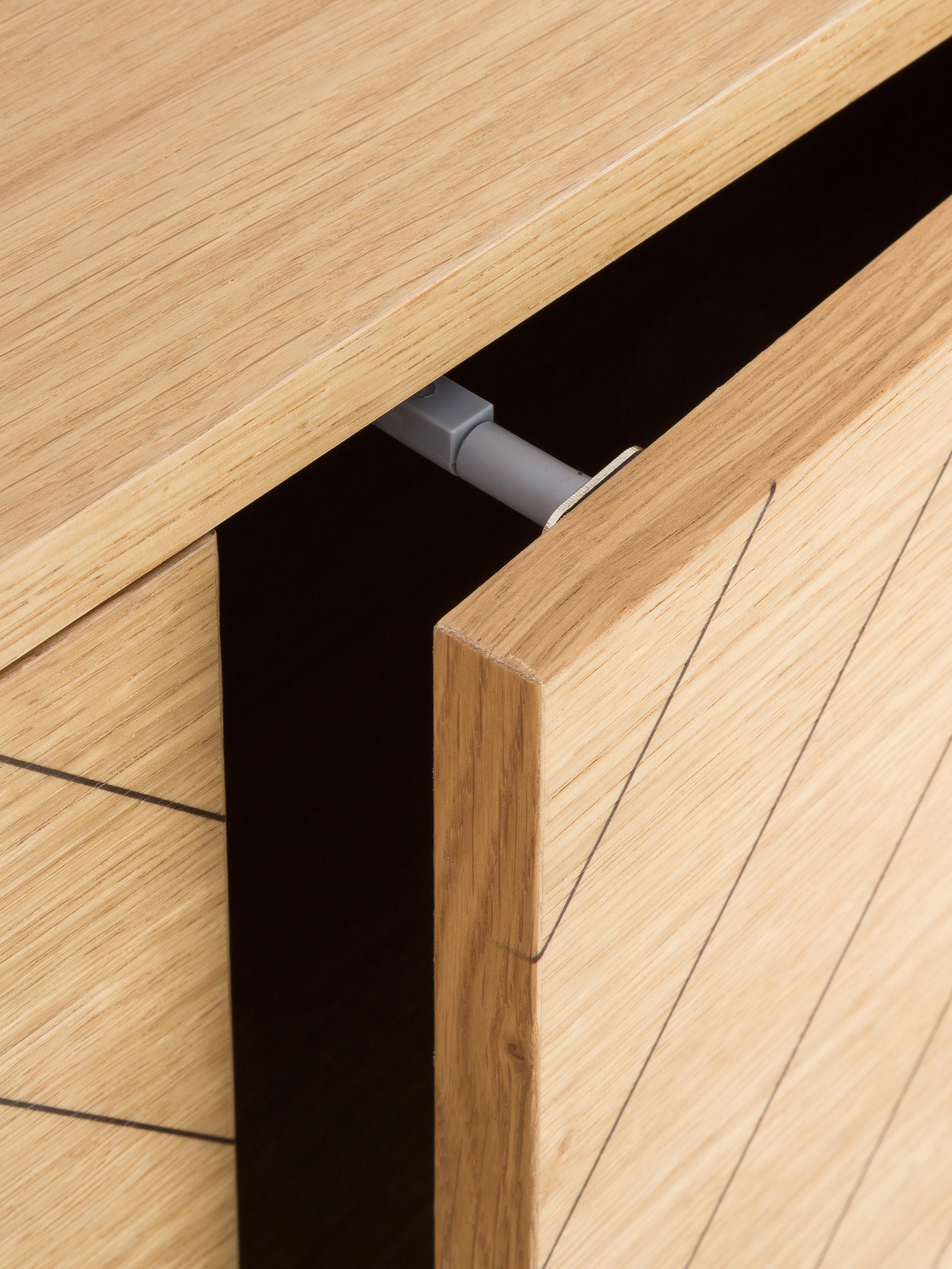 Sideboard Camden mit Eichenholzfurnier, Korpus: Mitteldichte Holzfaserpla, Eichenholz, 175 x 75 cm