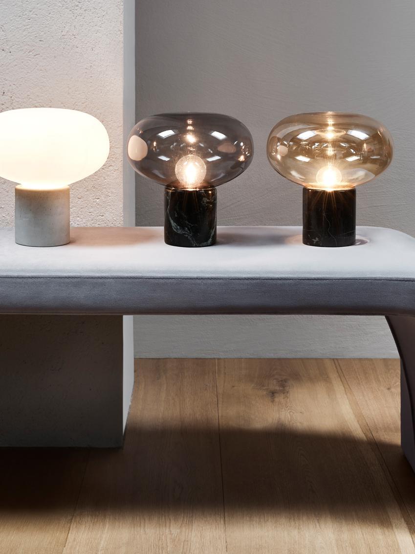 Tischlampe Alma mit Marmorfuß, Lampenfuß: Marmor, Lampenschirm: Glas, Lampenfuß: Brauner MarmorLampenschirm: Bernsteinfarben, transparent, Ø 23 x H 24 cm
