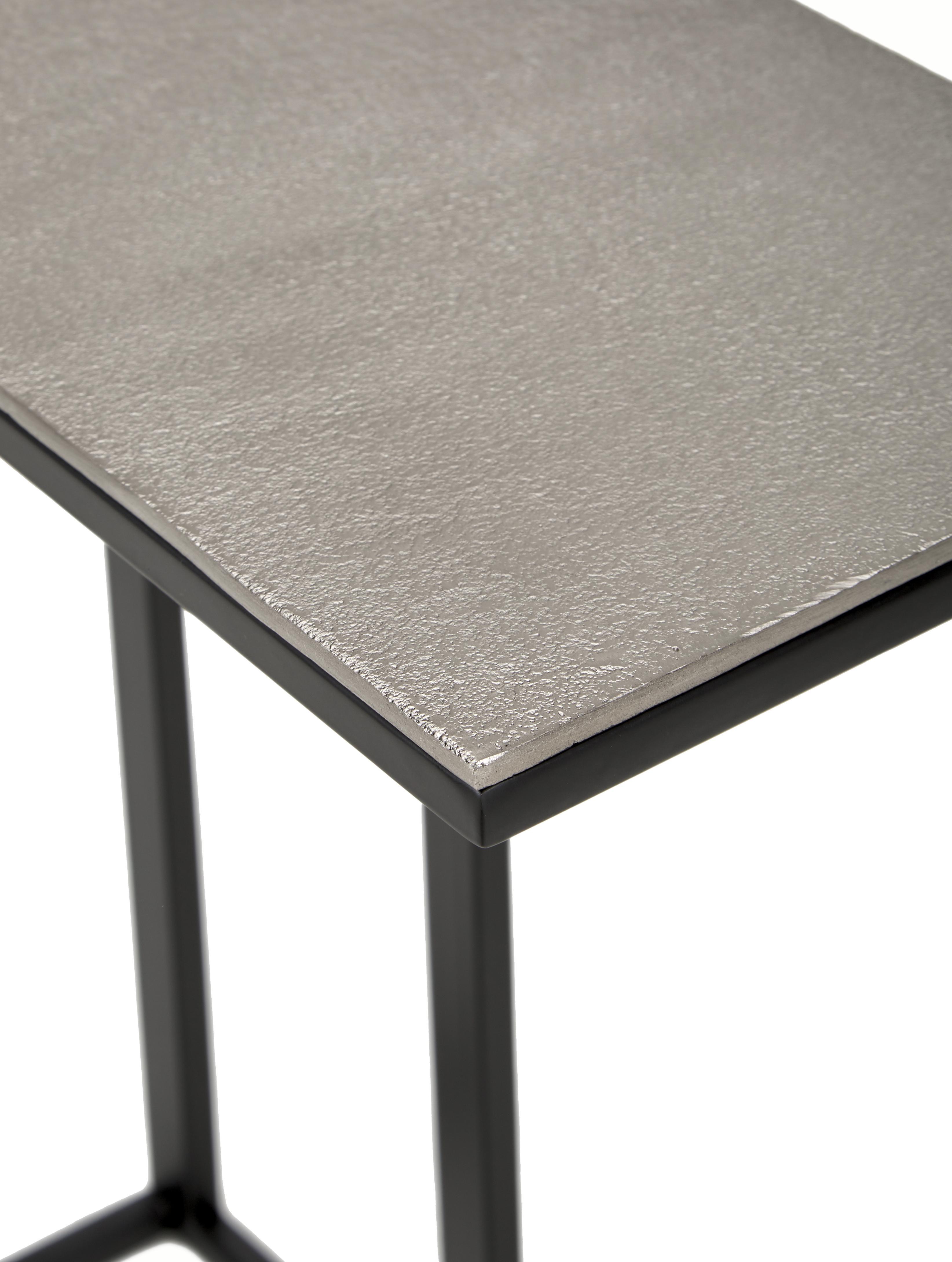 Beistelltisch Edge im Industrial Design, Tischplatte: Metall, beschichtet, Gestell: Metall, pulverbeschichtet, Tischplatte: Silberfarben mit Antik Finish Gestell: Schwarz, matt, 43 x 52 cm