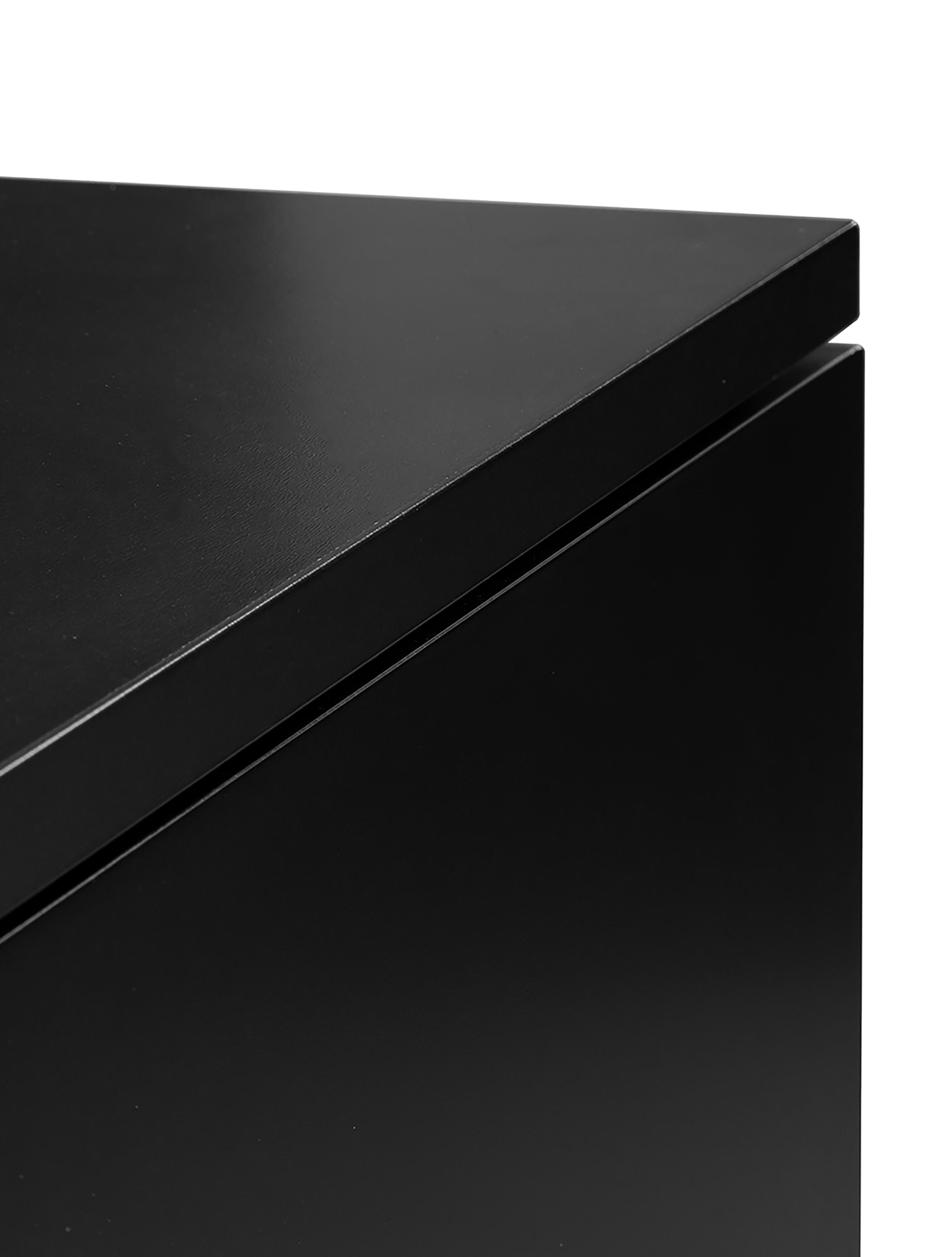 Klasická skříňka Sanford, Konstrukce: matná černá Podstava: matná zlatá