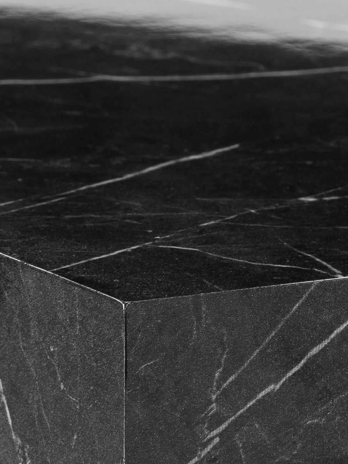 Mesa de centro en aspecto mármol Lesley, Tablero de fibras de densidad media(MDF) recubierto en melanina, Negro, An 90 x F 50 cm