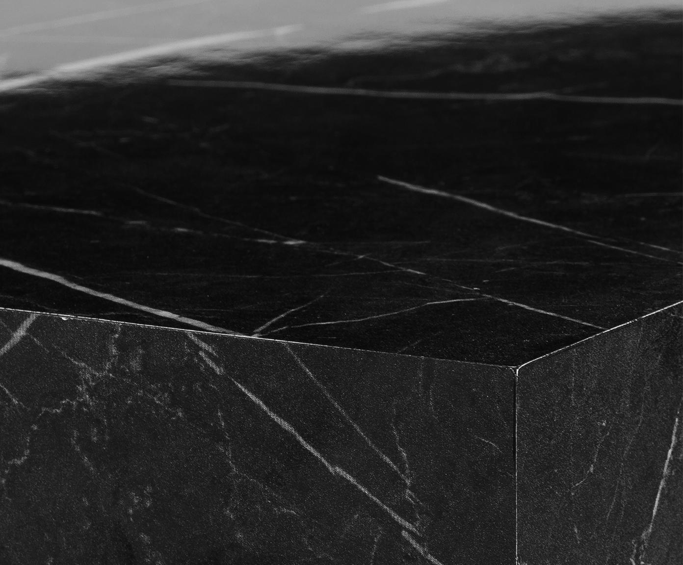 Couchtisch Lesley in Marmoroptik, Mitteldichte Holzfaserplatte (MDF), mit Melaminfolie überzogen, Schwarz, marmoriert, B 90 x T 50 cm