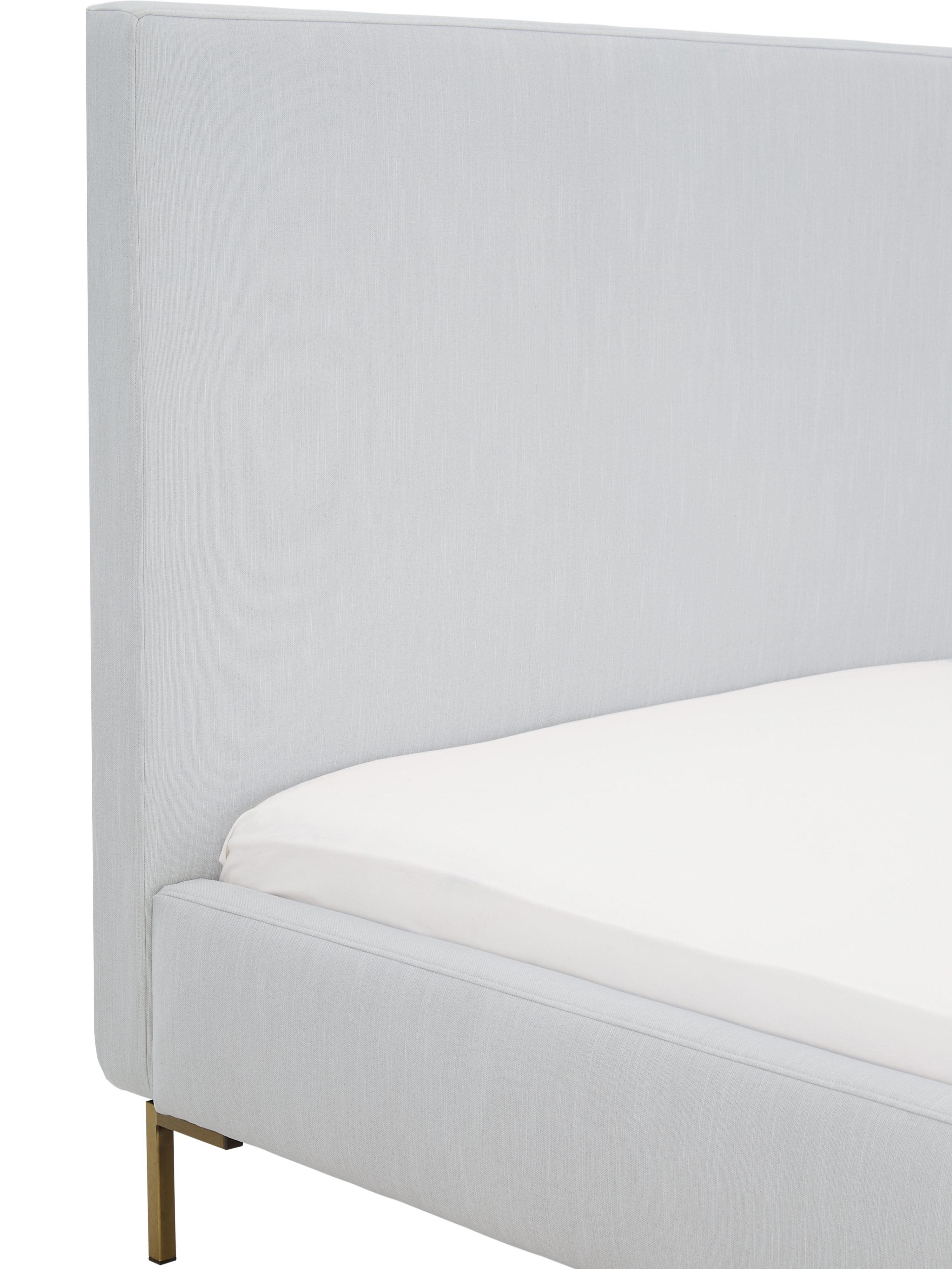Letto imbottito in velluto grigio chiaro Peace, Piedini: metallo verniciato a polv, Rivestimento: velluto di poliestere 30., Rivestimento: grigio chiaro Piedini: dorato opaco, 200 x 200 cm