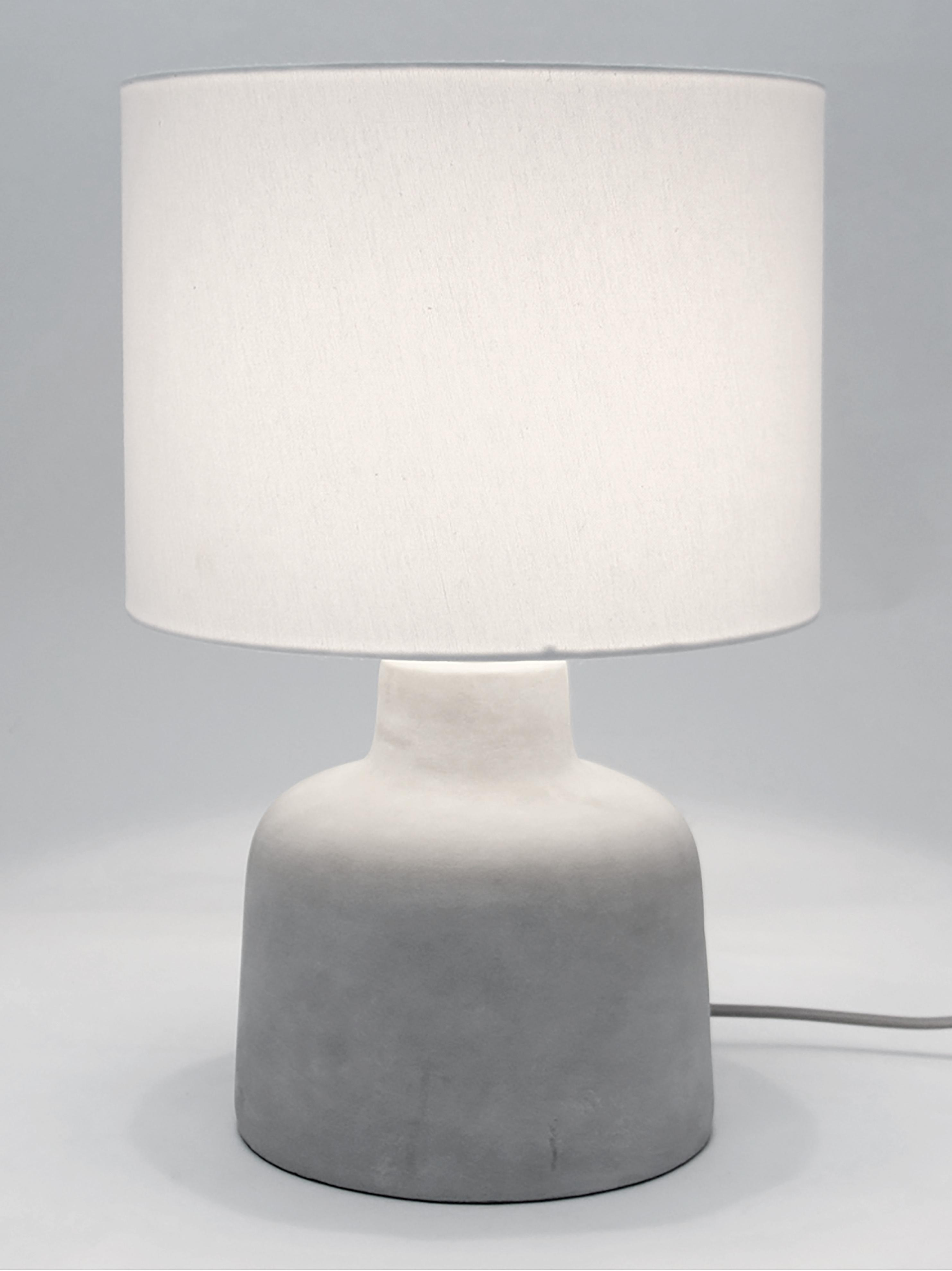 Lampada da tavolo in cemento Ike, Paralume: 100% lino, Base della lampada: cemento, Cemento, bianco, Ø 30 x Alt. 45 cm