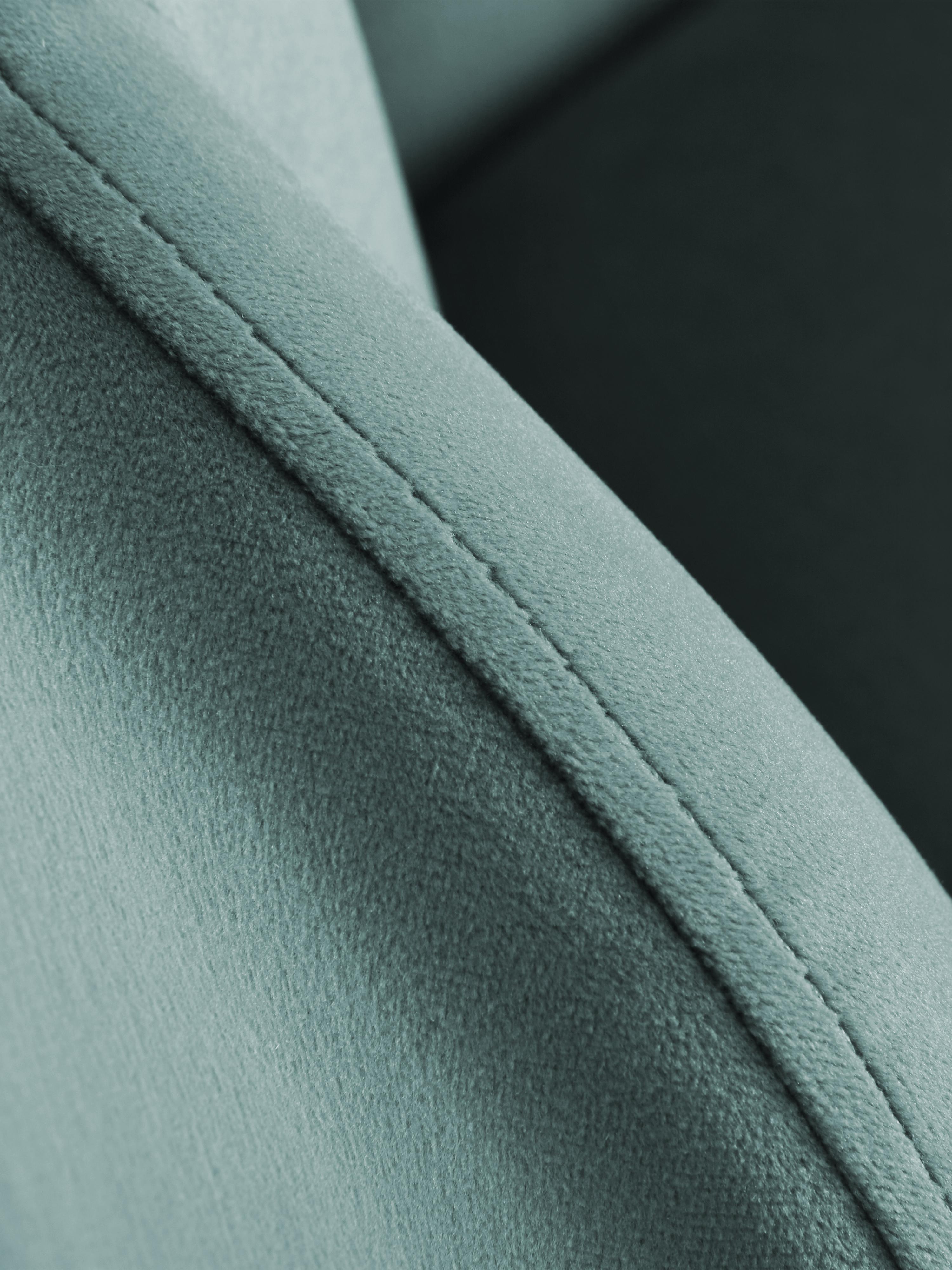 Poltrona in velluto Helle, Rivestimento: velluto (poliestere) 30.0, Piedini: metallo, verniciato a pol, Rivestimento: turchese Piedini: dorato lucido, Larg. 65 x Prof. 65 cm