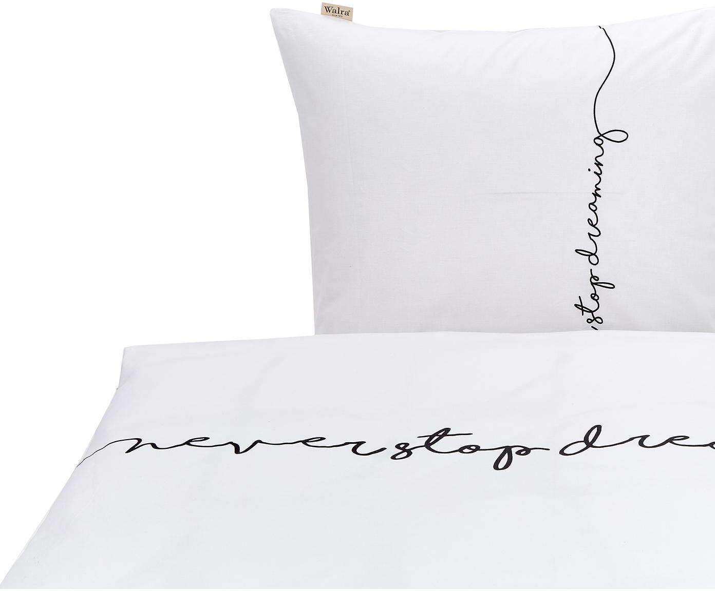 Baumwoll-Bettwäsche Never Stop Dreaming mit Schriftzug, Webart: Renforcé Renforcé besteht, Weiß, Schwarz, 135 x 200 cm + 1 Kissen 80 x 80 cm