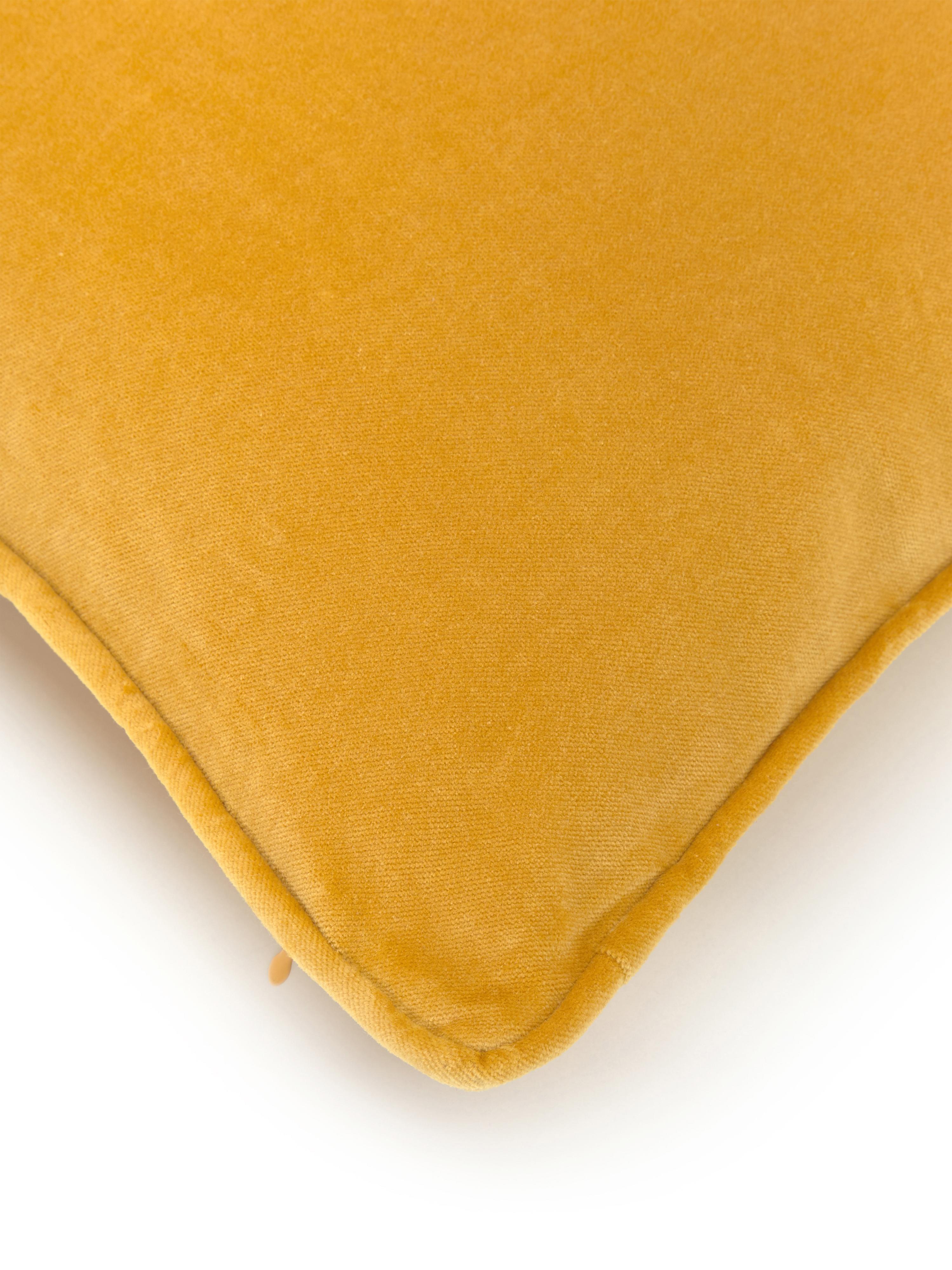 Jednobarevný sametový povlak na polštář Dana, Okrová