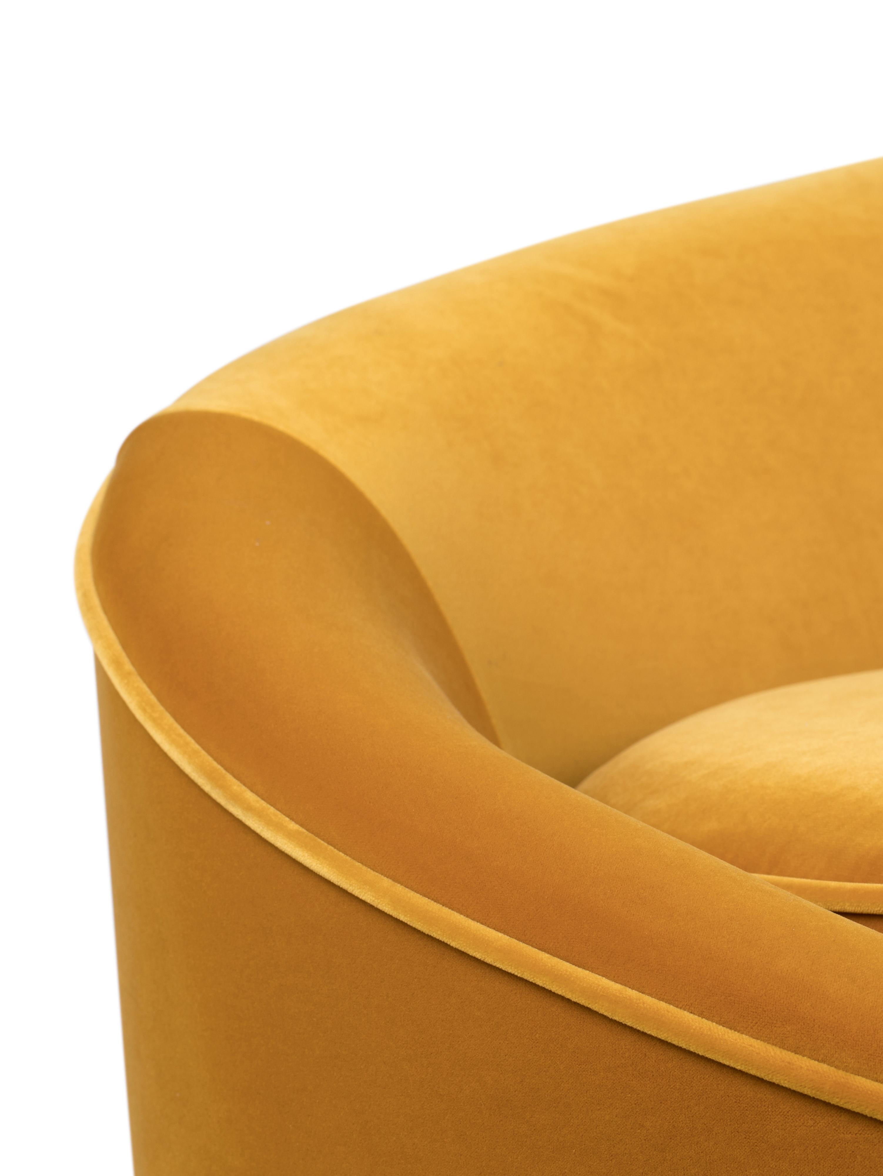 Sametová pohovka I Am Not A Croissant (2místná), Okrová žlutá