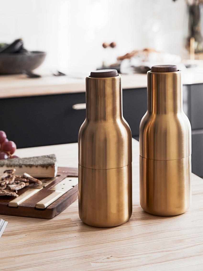Peper- en zoutmolen Bottle Grinder, 2-delig, Frame: vermessingd en geborsteld, Deksel: walnoothout, Messingkleurig, Ø 8 x H 21 cm