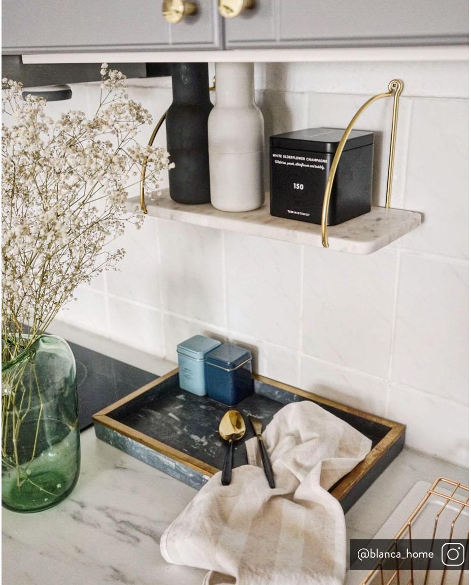 Mensola a muro in marmo Porter, Scaffale: marmo, Fissaggio da parete: dorato Scaffale: bianco marmorizzato, Larg. 40 x Alt. 18 cm
