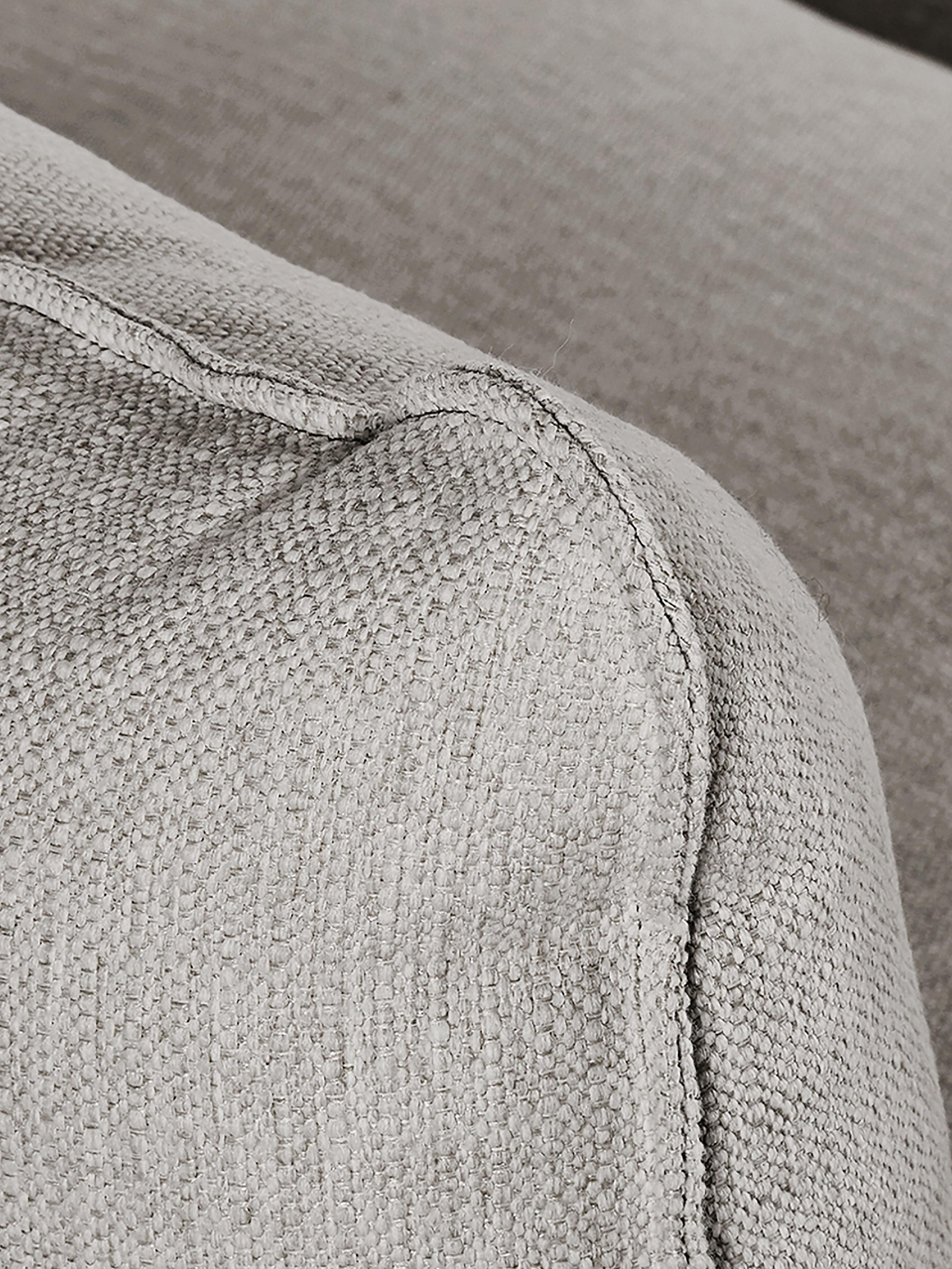 Bank Tribeca (3-zits), Bekleding: polyester, Zitvlak: schuimstof, vezelmateriaa, Frame: massief grenenhout, Poten: gelakt massief grenenhout, Grijs, B 239 x D 105 cm