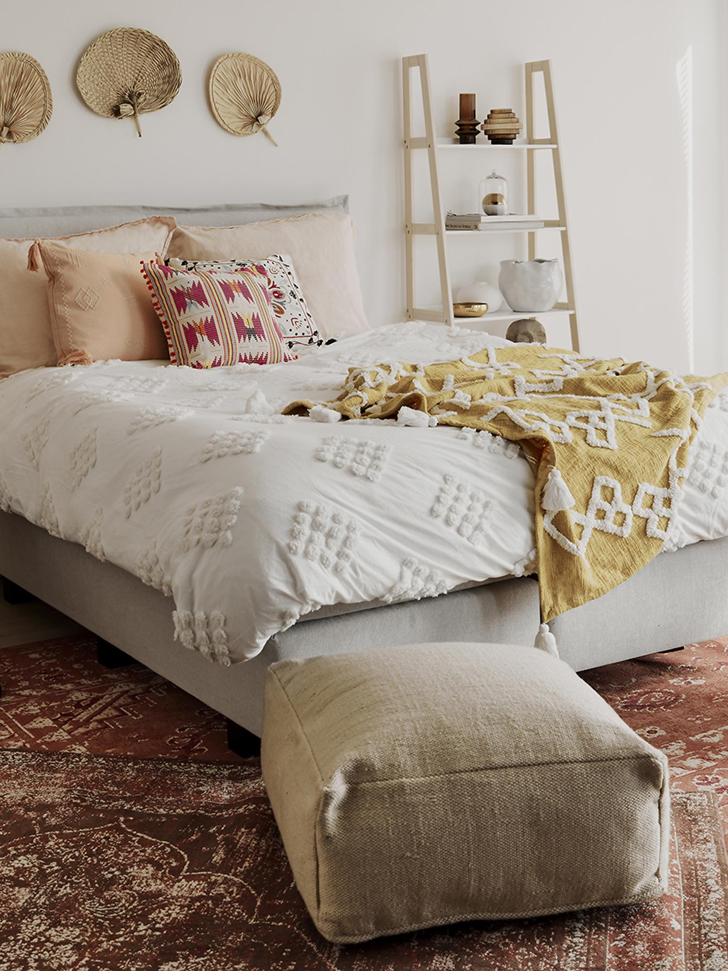 Handgefertigtes Leinen-Bodenkissen Saffron, Bezug: 100% Leinen, Unterseite: Baumwolle, Taupe, 70 x 30 cm