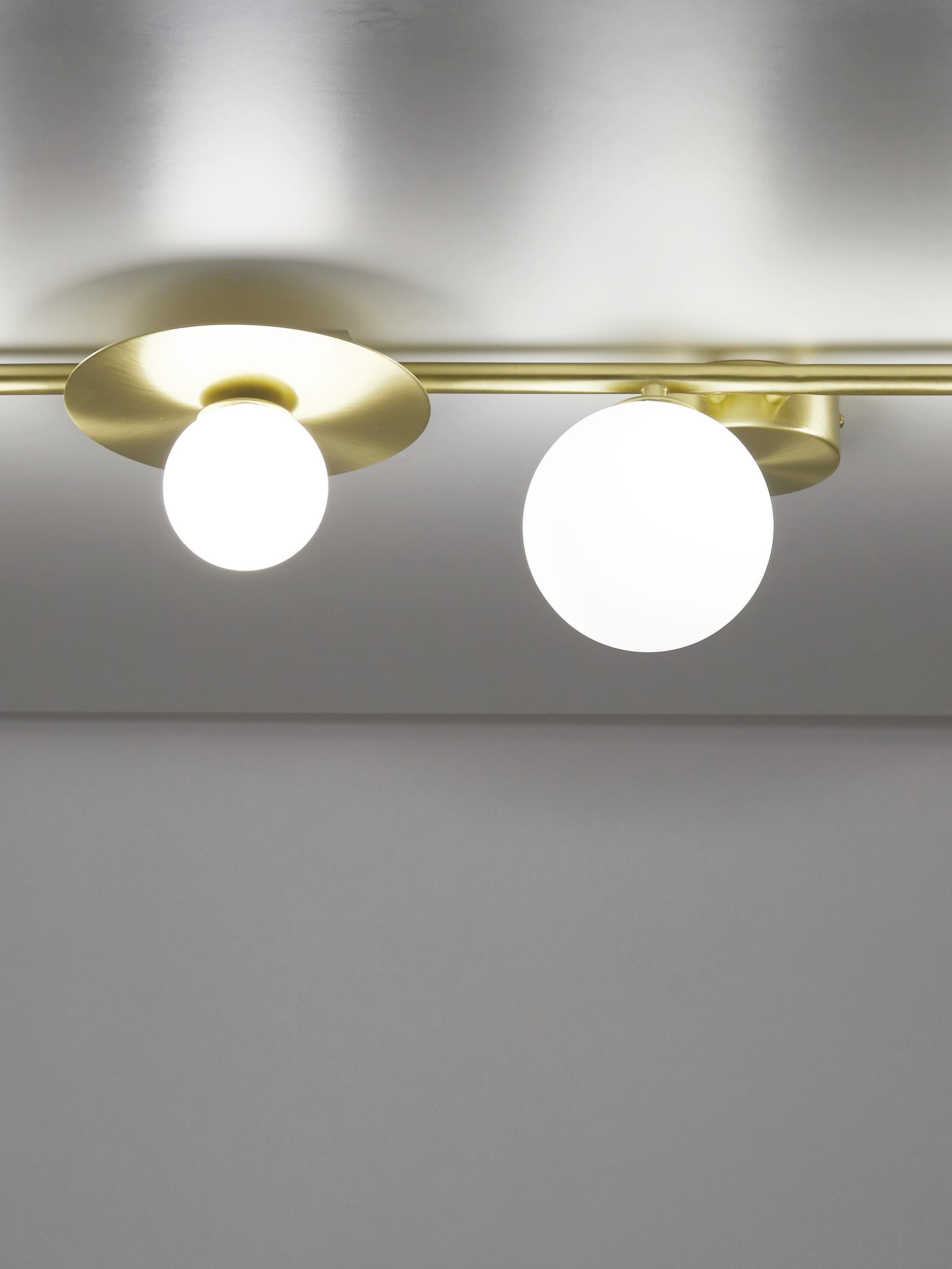 Lampa sufitowa Ciara, Osłona mocowania sufitowego i oprawa: mosiądz, matowy Klosz: biały, S 69 x W 16 cm