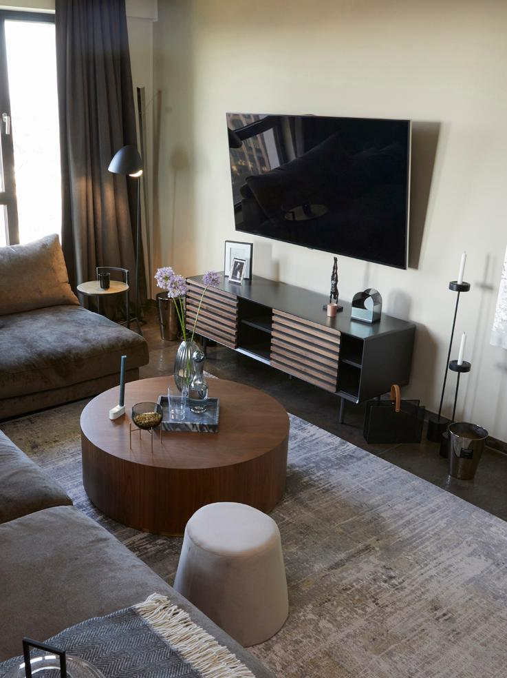 TV-Lowboard Kesia mit Walnussfurnier, Graphit, Walnussholz, 162 x 58 cm