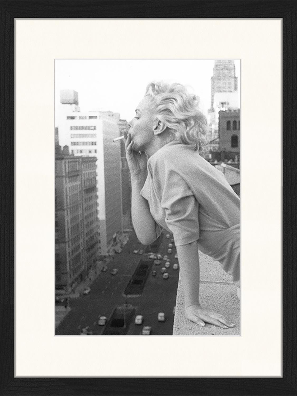 Oprawiony druk cyfrowy Marilyn At The Ambassador Hotel New York, Czarny, biały, S 33 x W 43 cm