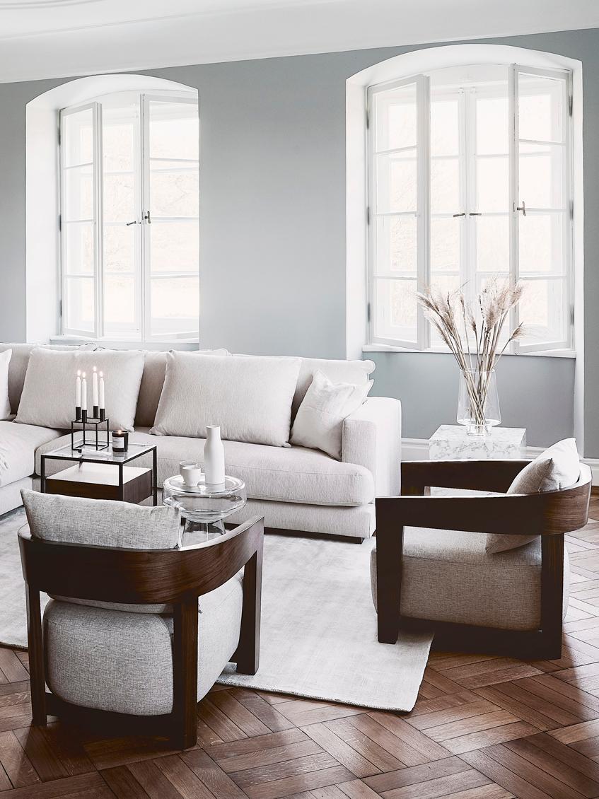 Sedia a poltrona con braccioli in legno Rubautelli, Struttura: pannelli di fibre a media, Rivestimento: 58% poliestere, 42% olefi, Tessuto beige, Larg. 74 x Prof. 80 cm
