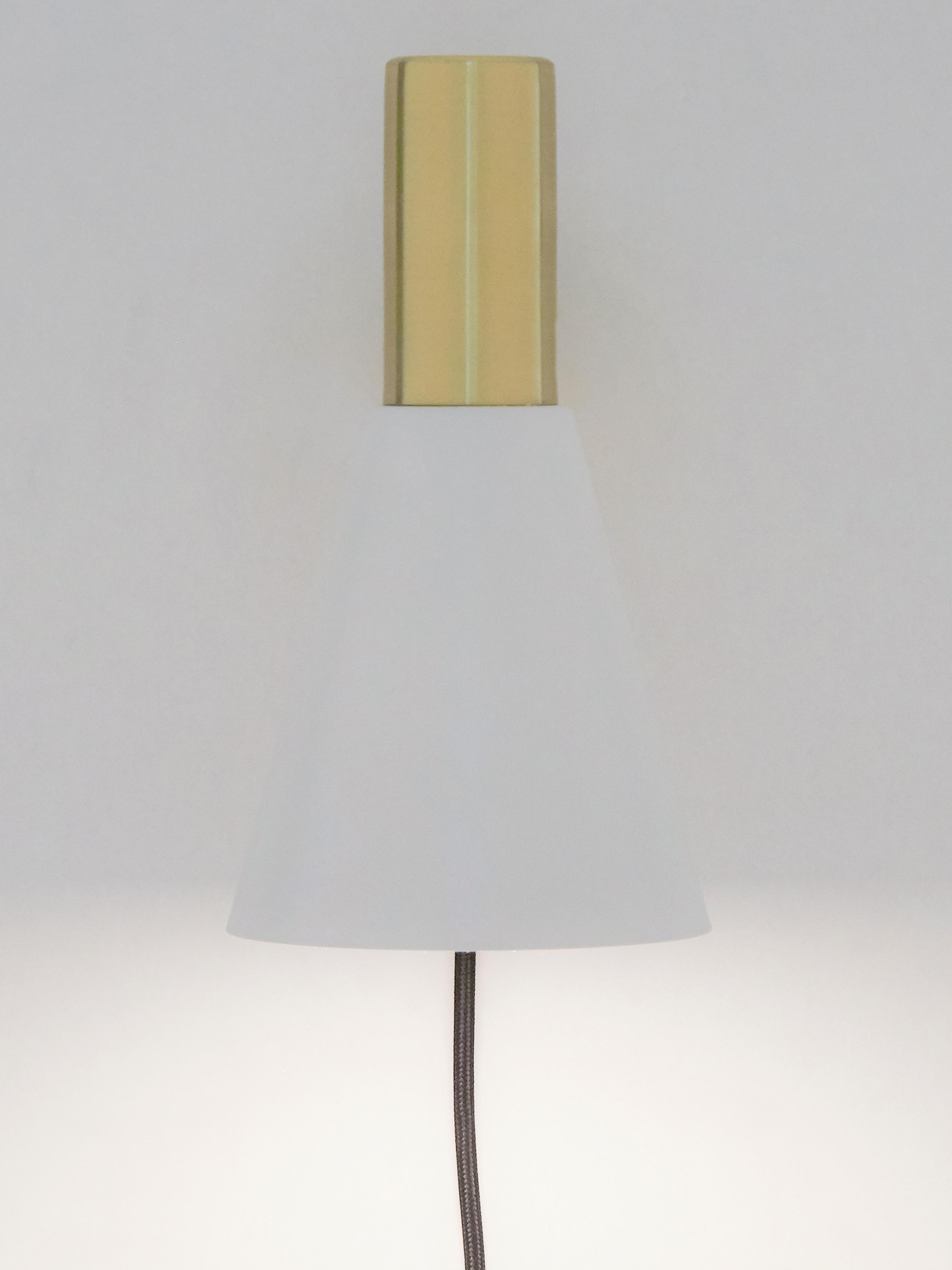 Applique blanche avec prise secteur Sia, Blanc, couleur laitonnée