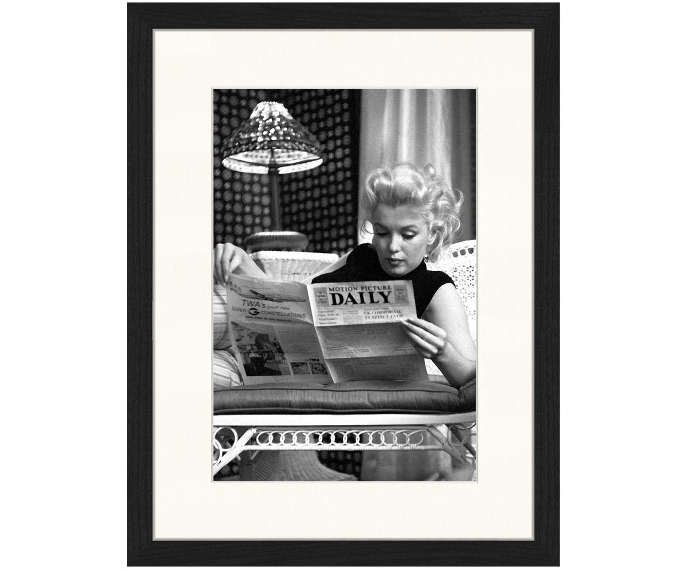 Stampa digitale incorniciata Marilyn Monroe Reading, Immagine: stampa digitale su carta,, Cornice: legno verniciato, Immagine: nero, bianco Cornice: nero, Larg. 33 x Alt. 43 cm