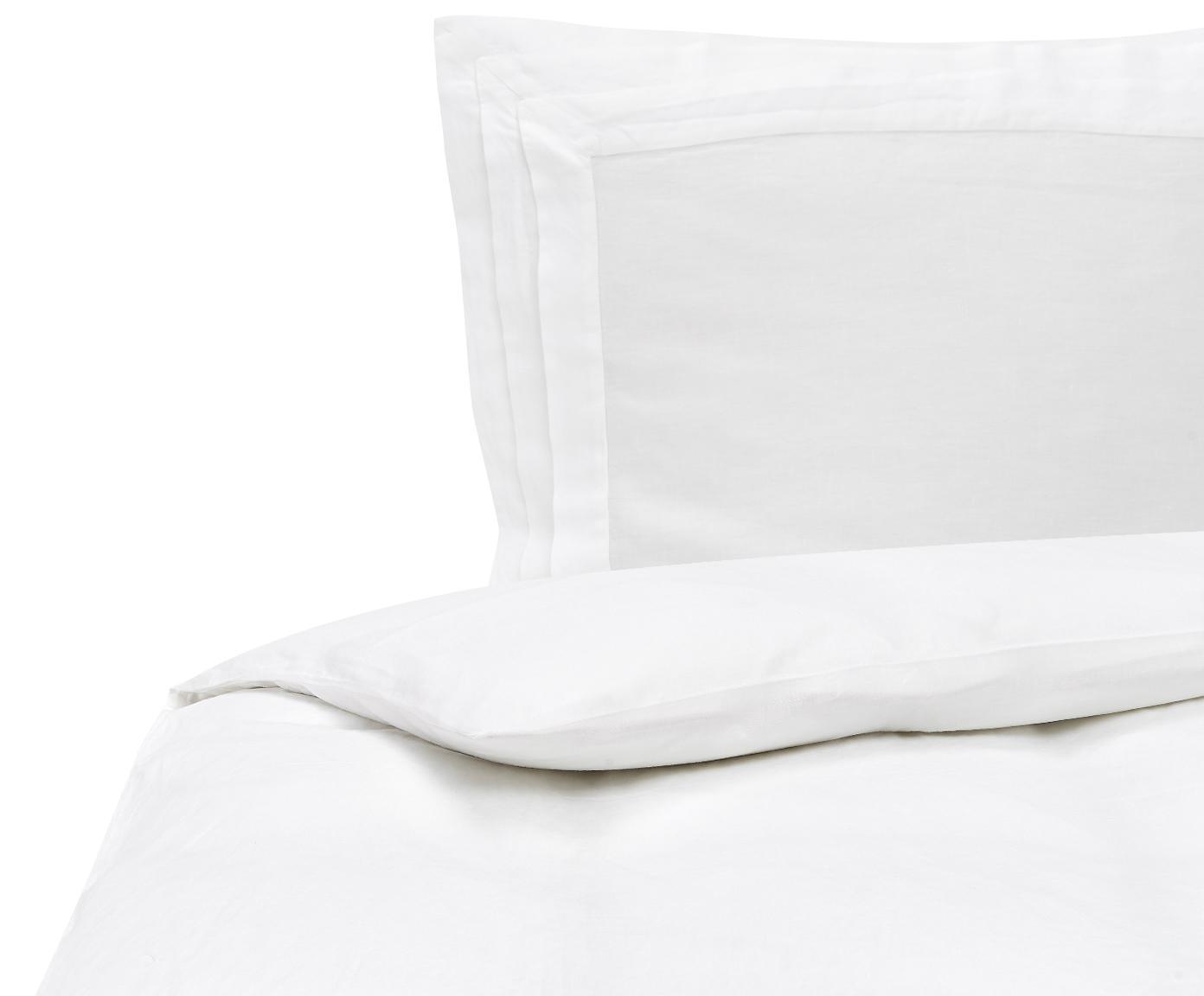 Gewaschene Leinen-Bettwäsche Helena in Weiß mit Stehsaum, Halbleinen (52% Leinen, 48% Baumwolle)  Fadendichte 136 TC, Standard Qualität  Halbleinen hat von Natur aus einen kernigen Griff und einen natürlichen Knitterlook, der durch den Stonewash-Effekt verstärkt wird. Es absorbiert bis zu 35% Luftfeuchtigkeit, trocknet sehr schnell und wirkt in Sommernächten angenehm kühlend. Die hohe Reißfestigkeit macht Halbleinen scheuerfest und strapazierfähig., Weiß, 135 x 200 cm + 1 Kissen 80 x 80 cm