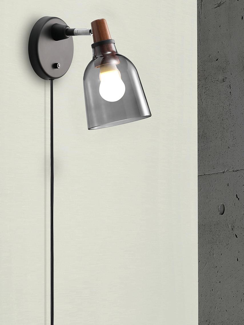 Applique con spina Karma, Paralume: vetro affumicato versato , Paralume: grigio fumo Attacco: legno di noce oliato, Larg. 14 x Alt. 24 cm