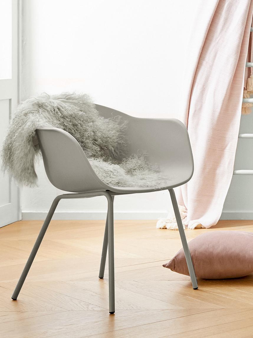 Krzesło z podłokietnikami z tworzywa sztucznego Claire, Nogi: metal malowany proszkowo, Beżowoszary, S 54 x G 60 cm