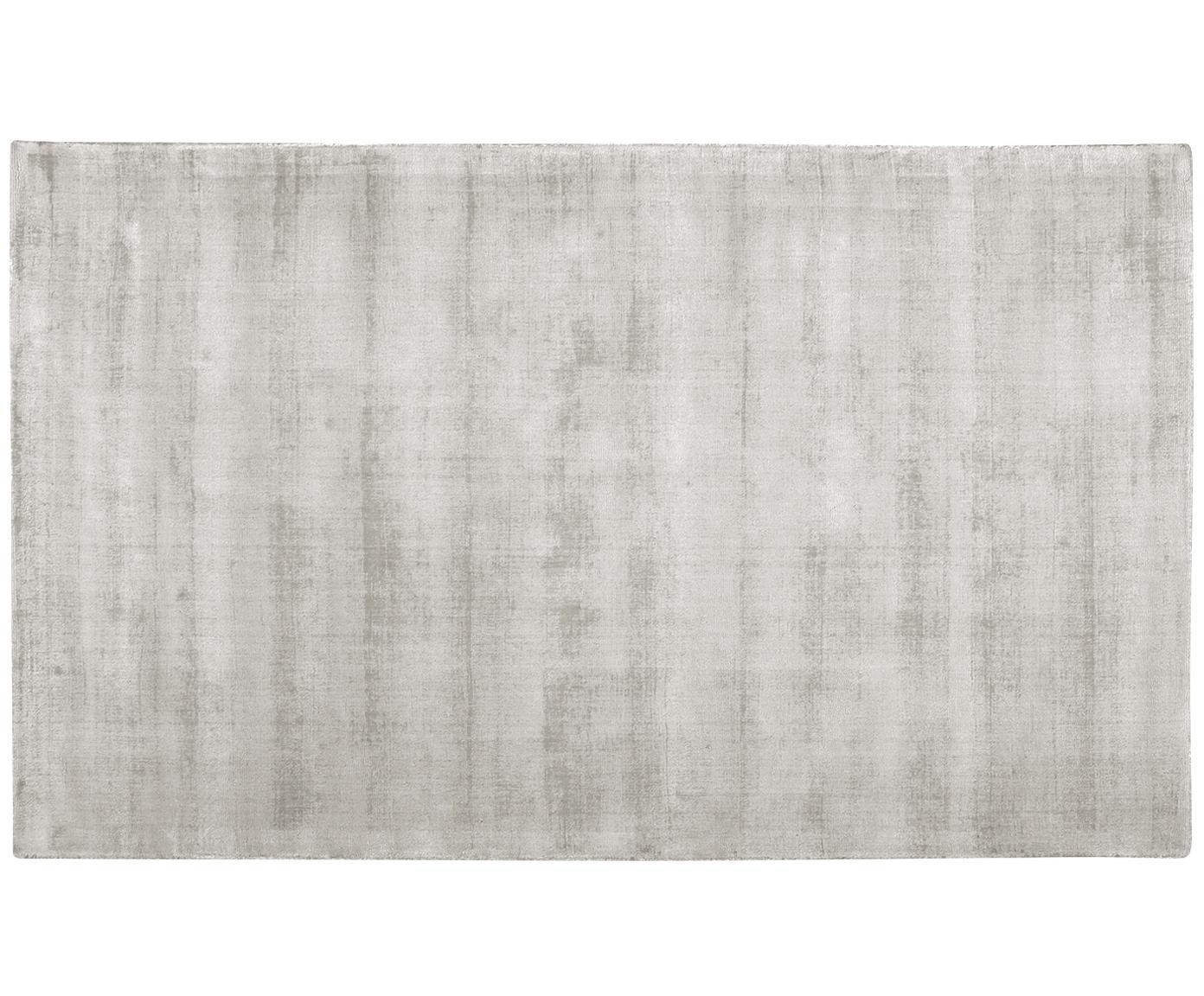 Handgeweven viscose vloerkleed Jane, Bovenzijde: 100% viscose, Onderzijde: 100% katoen, Lichtgrijs-beige, 400 x 500 cm