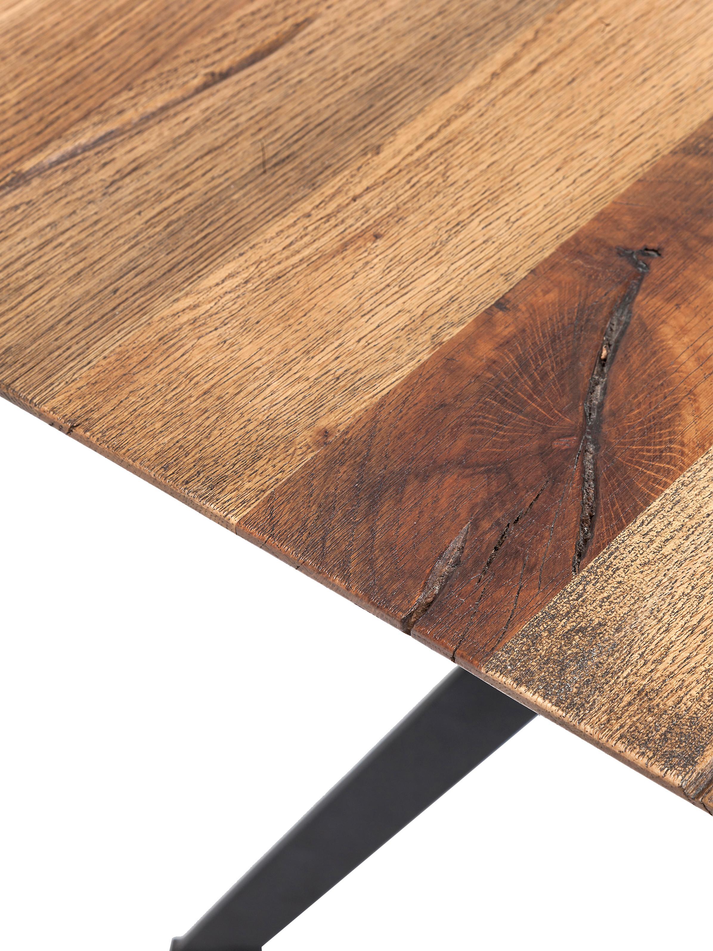Tavolo con piano in legno massello Downtown, Piedini: metallo verniciato a polv, Piano d'appoggio: legno di quercia oliato, Piedini: nero Piano d'appoggio: legno di quercia, Larg. 220 x Prof. 100 cm