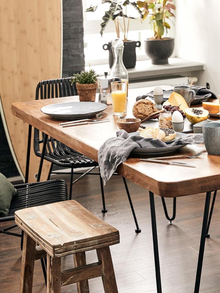 Esstisch Edgar mit Massivholzplatte, Tischplatte: Akazienholz, Beine: Metall, Akazienholz, Schwarz, B 175 x T 90 cm