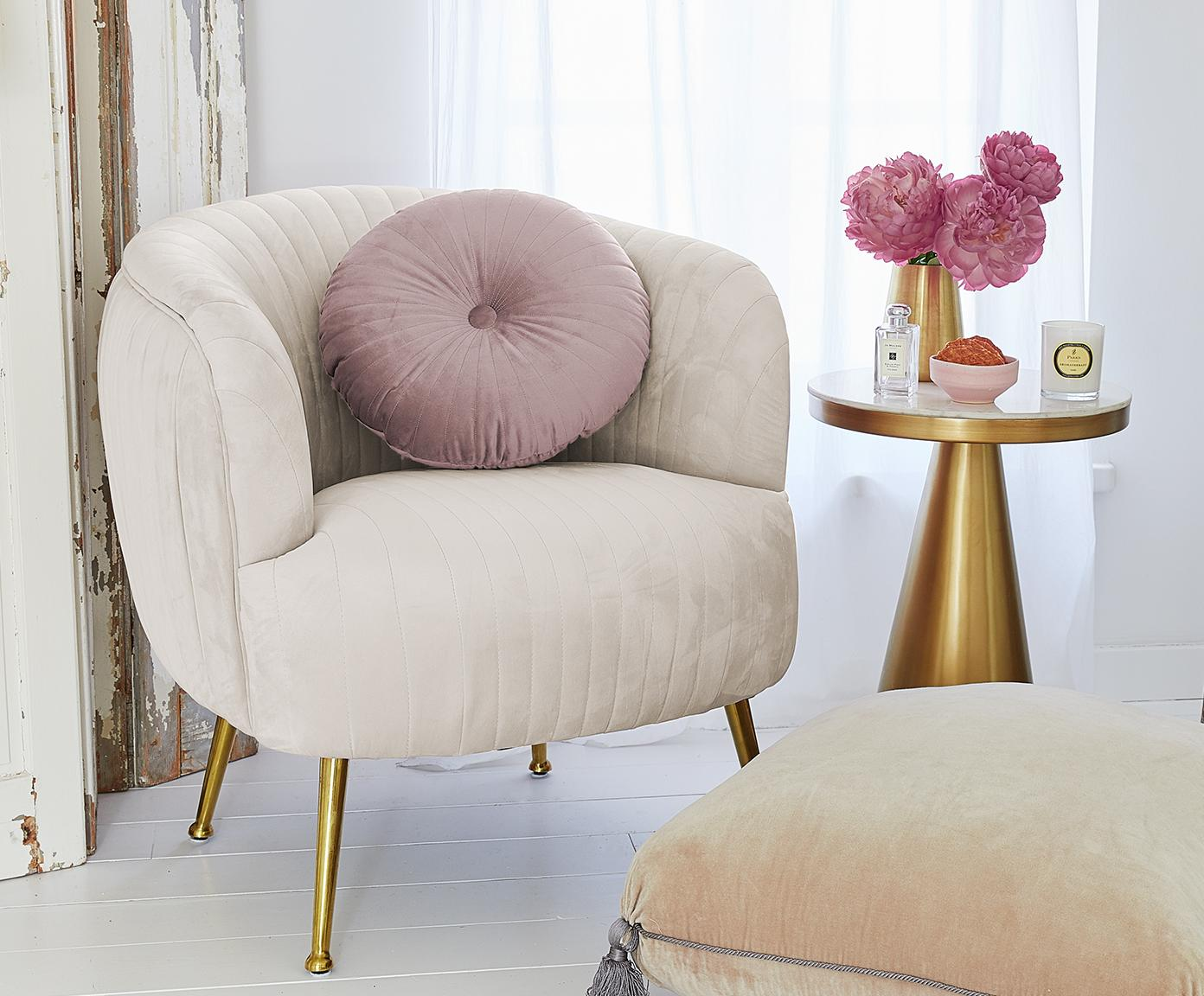 Fluwelen fauteuil Cara, Bekleding: fluweel (polyester), Frame: massief berkenhout, spaan, Poten: gecoat metaal, Beige, B 76 x D 75 cm