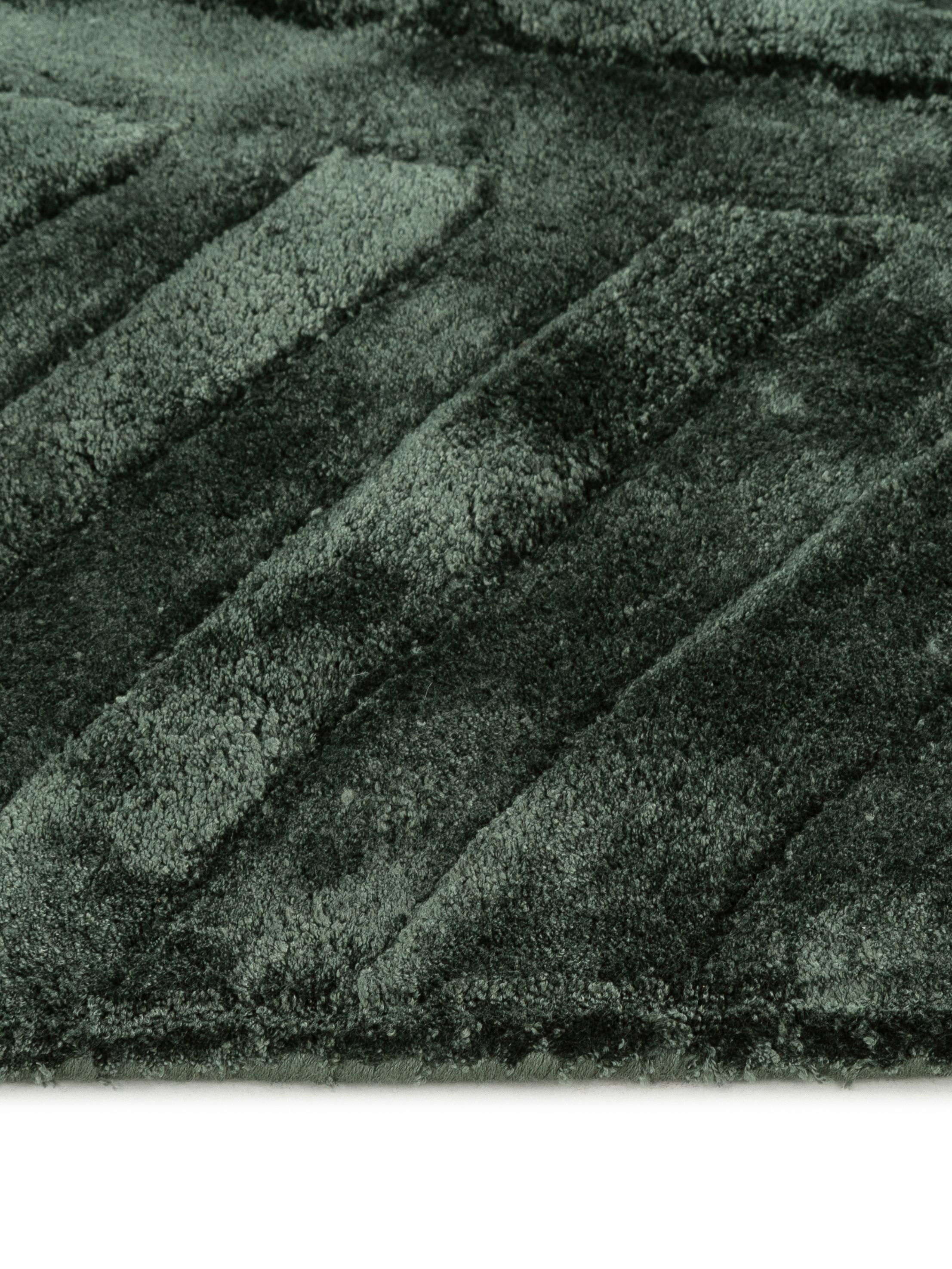 Alfombra artesanal de viscosa Bloom, Parte superior: 100%viscosa, Reverso: 100%algodón, Verde oscuro, An 160 x L 230 cm (Tamaño M)
