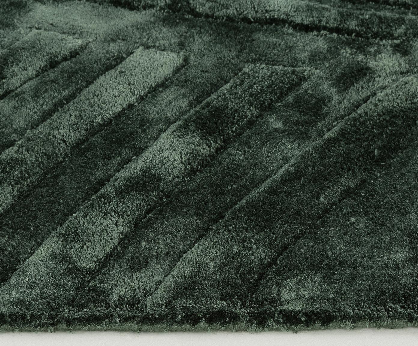 Handgetuft viscose vloerkleed Bloom, Bovenzijde: 100% viscose, Onderzijde: 100% katoen, Donkergroen, 160 x 230 cm