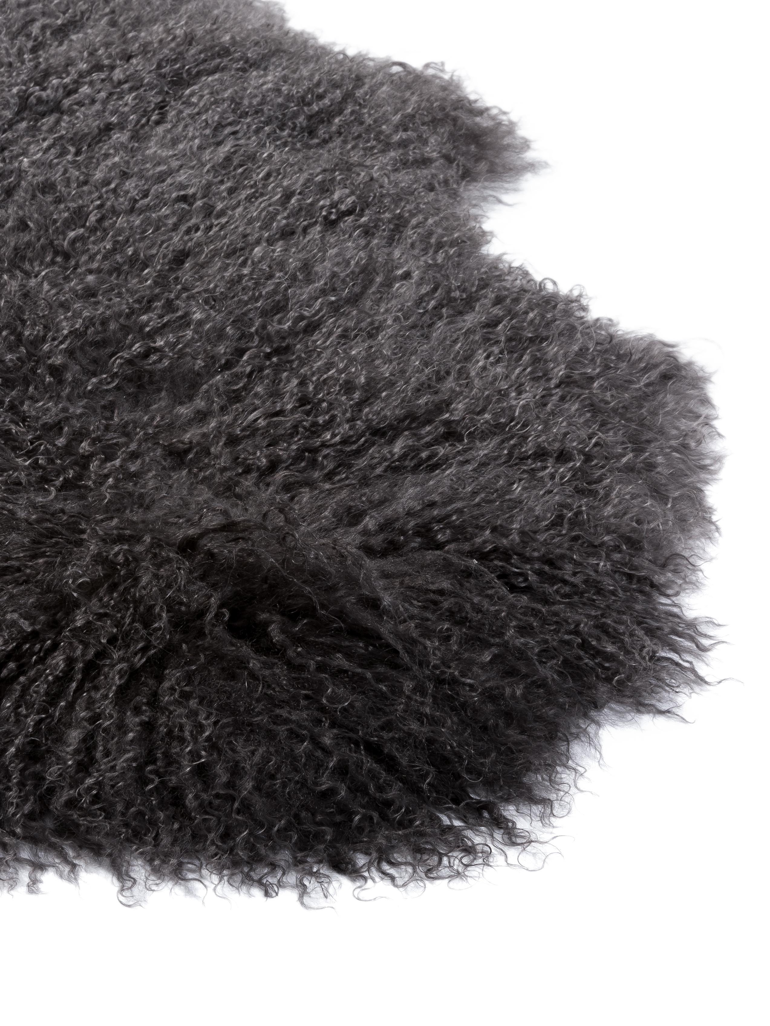 Langhaar-Lammfell-Teppich Ella, gelockt, Vorderseite: Mongolisches Lammfell, Rückseite: Leder, Dunkelgrau, 50 x 160 cm
