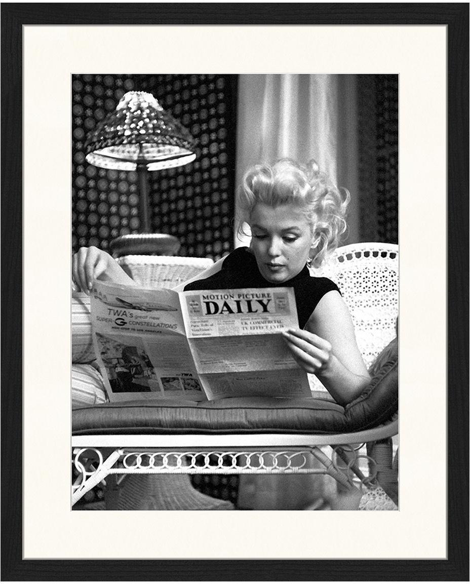 Gerahmter Digitaldruck Marilyn Monroe Reading, Bild: Digitaldruck auf Papier, , Rahmen: Holz, lackiert, Front: Plexiglas, Bild: Schwarz, Weiss Rahmen: Schwarz, 43 x 53 cm