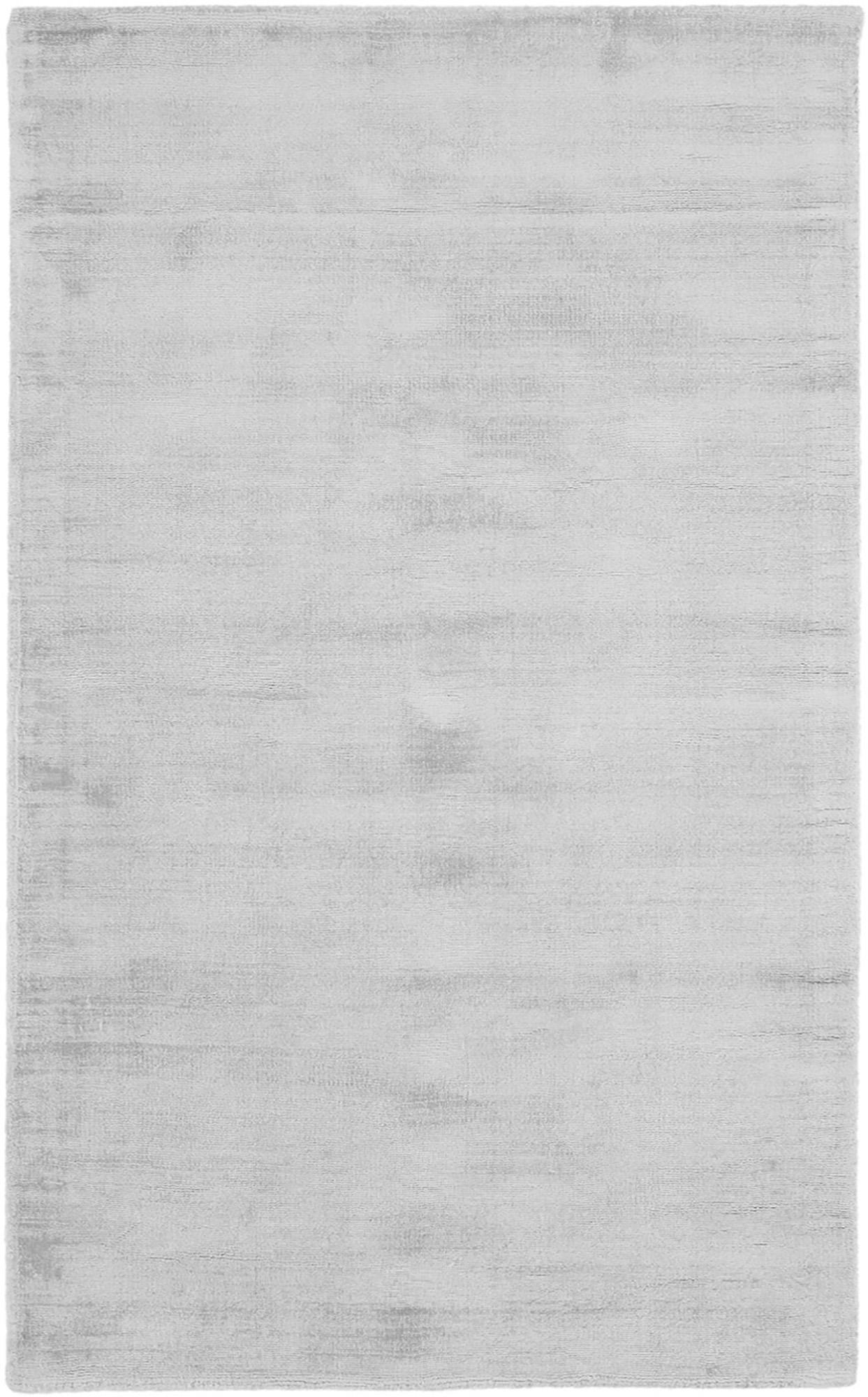 Alfombra artesanal de viscosa Jane, Parte superior: 100%viscosa, Reverso: 100%algodón, Gris plata, An 90 x L 150 cm (Tamaño XS)