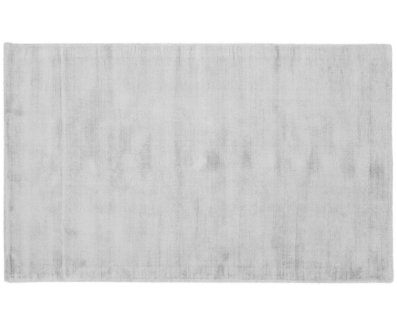 Handgeweven viscose vloerkleed Jane, Bovenzijde: 100% viscose, Onderzijde: 100% katoen, Zilvergrijs, B 90 x L 150 cm (maat XS)