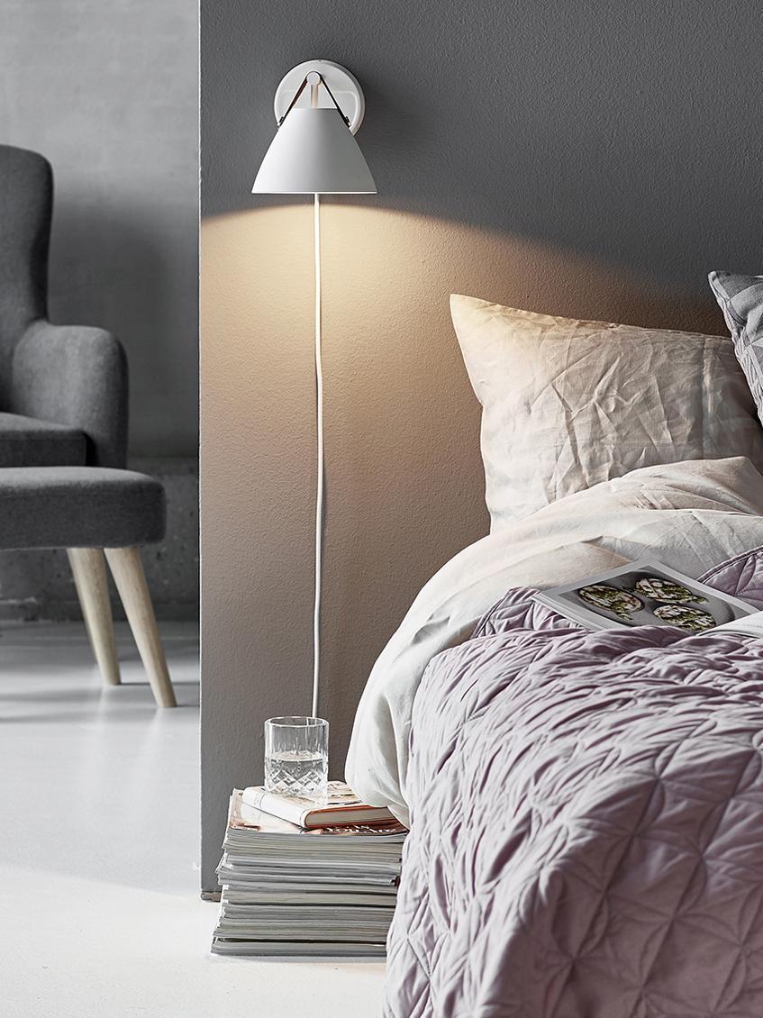 Wandleuchte Strap mit austauschbarem Lederband, Lampenschirm und Wandbefestigung: Weiß<br>Lederband: Sand oder Schwarz, 17 x 21 cm