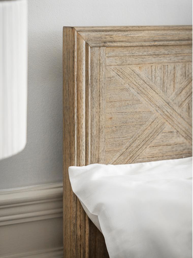 Houten bed Mustique met versierd hoofdeinde, Essenhout, Essenhoutkleurig, 180 x 200 cm