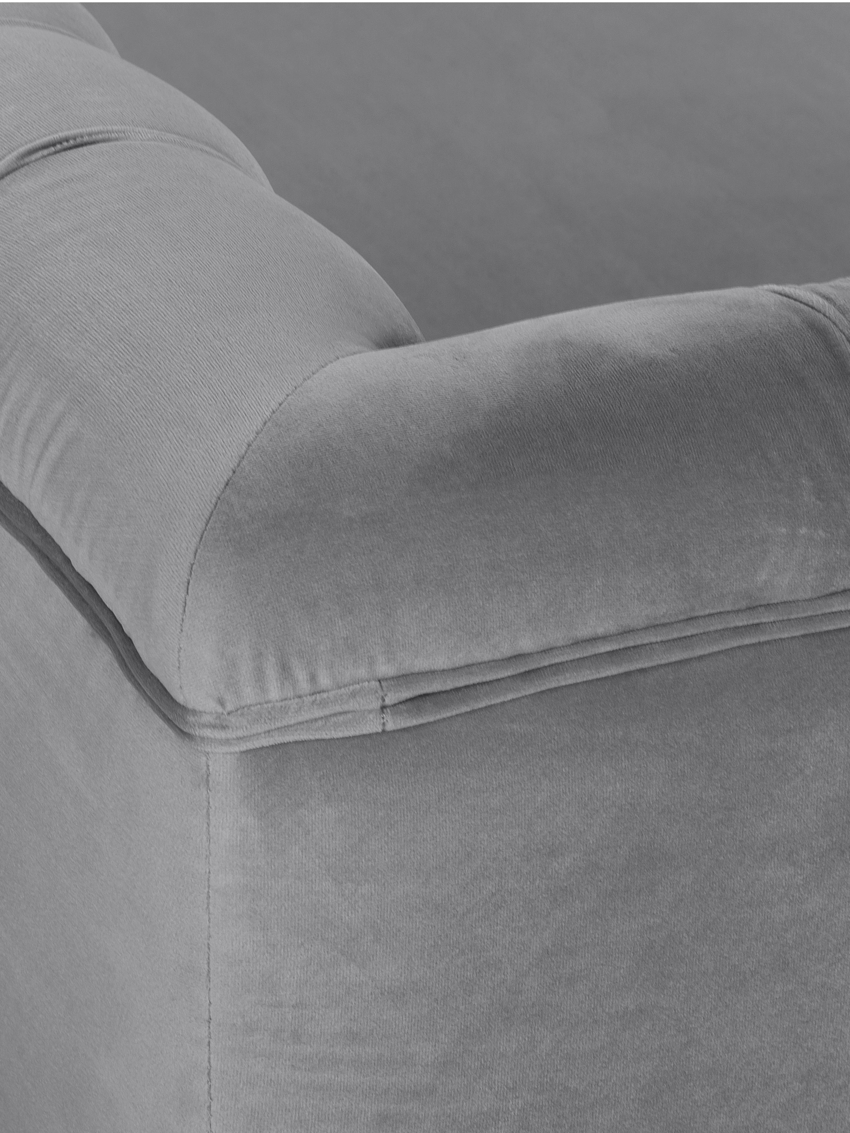 Chesterfield-Samt-Sofa Chiara (2-Sitzer), Bezug: Samt (Polyester) 20.000 S, Gestell: Massives Birkenholz, Füße: Metall, galvanisiert, Samt Grau, B 170 x T 72 cm