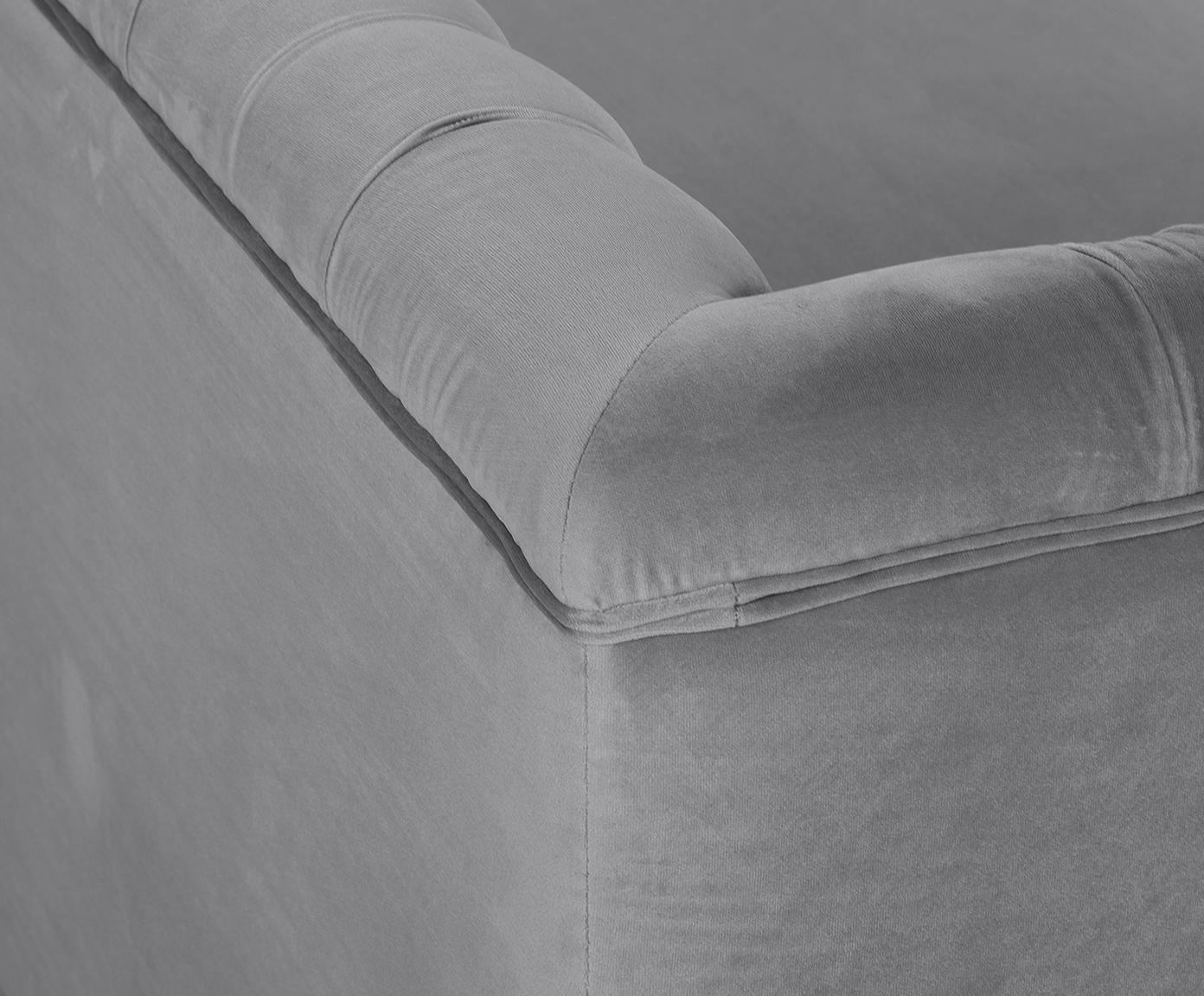Sofa Chesterfield z aksamitu Chiara (2-osobowa), Tapicerka: aksamit (poliester) 20 00, Stelaż: lite drewno brzozowe, Nogi: metal galwanizowany, Szary, matowy, S 170 x G 72 cm