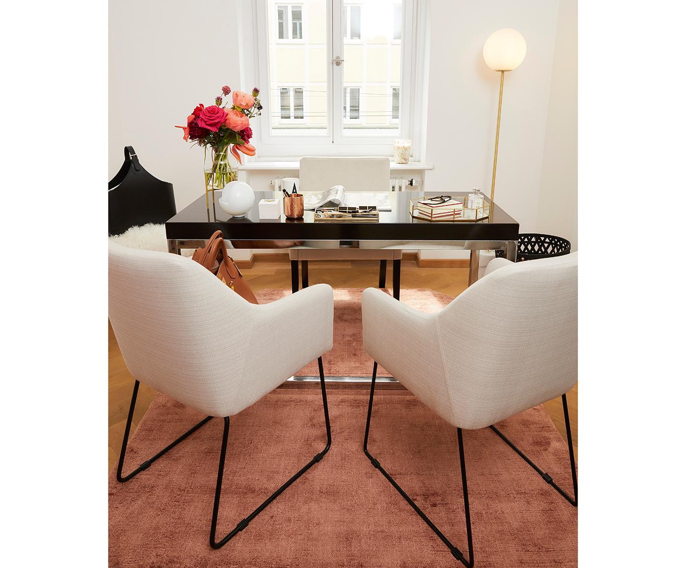Krzesło tapicerowane z podłokietnikami Isla, Tapicerka: poliester 50 000 cykli w , Nogi: metal malowany proszkowo, Kremowobiały, czarny, S 58 x G 62 cm