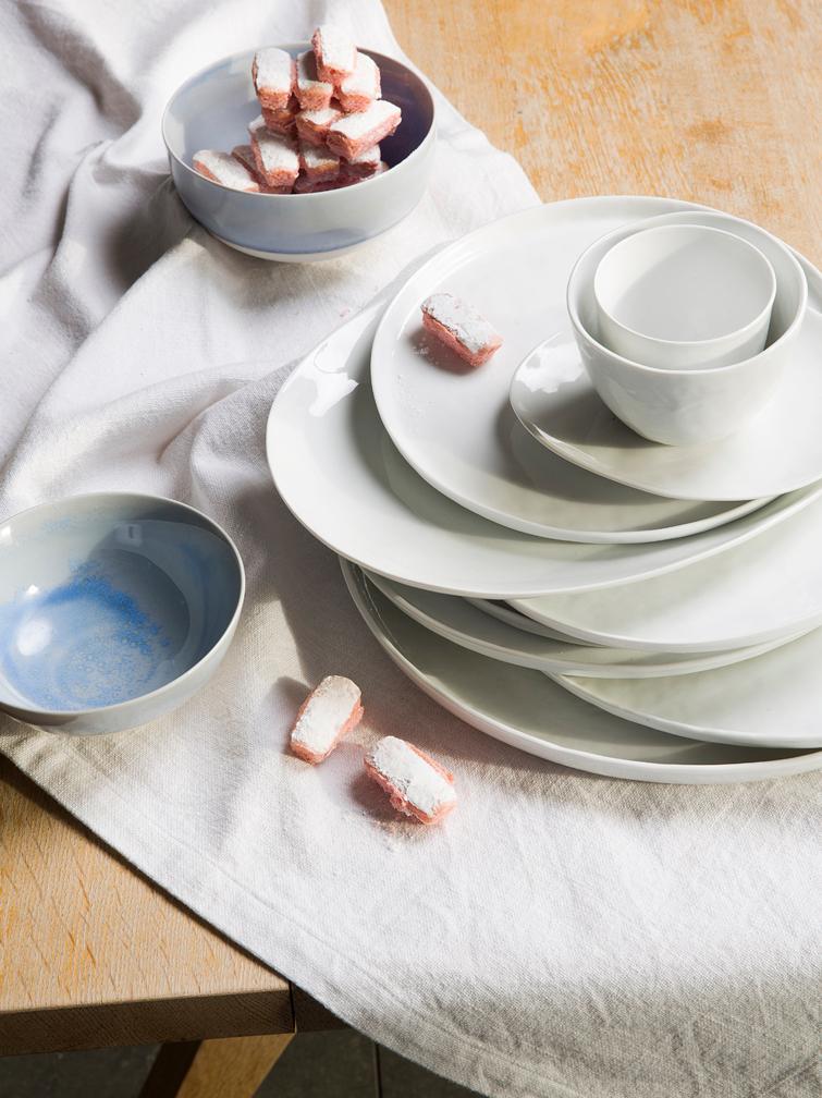 Ovale Frühstücksteller Porcelino mit unebener Oberfläche, 4 Stück, Porzellan, gewollt ungleichmäßig, Weiß, 19 x 23 cm
