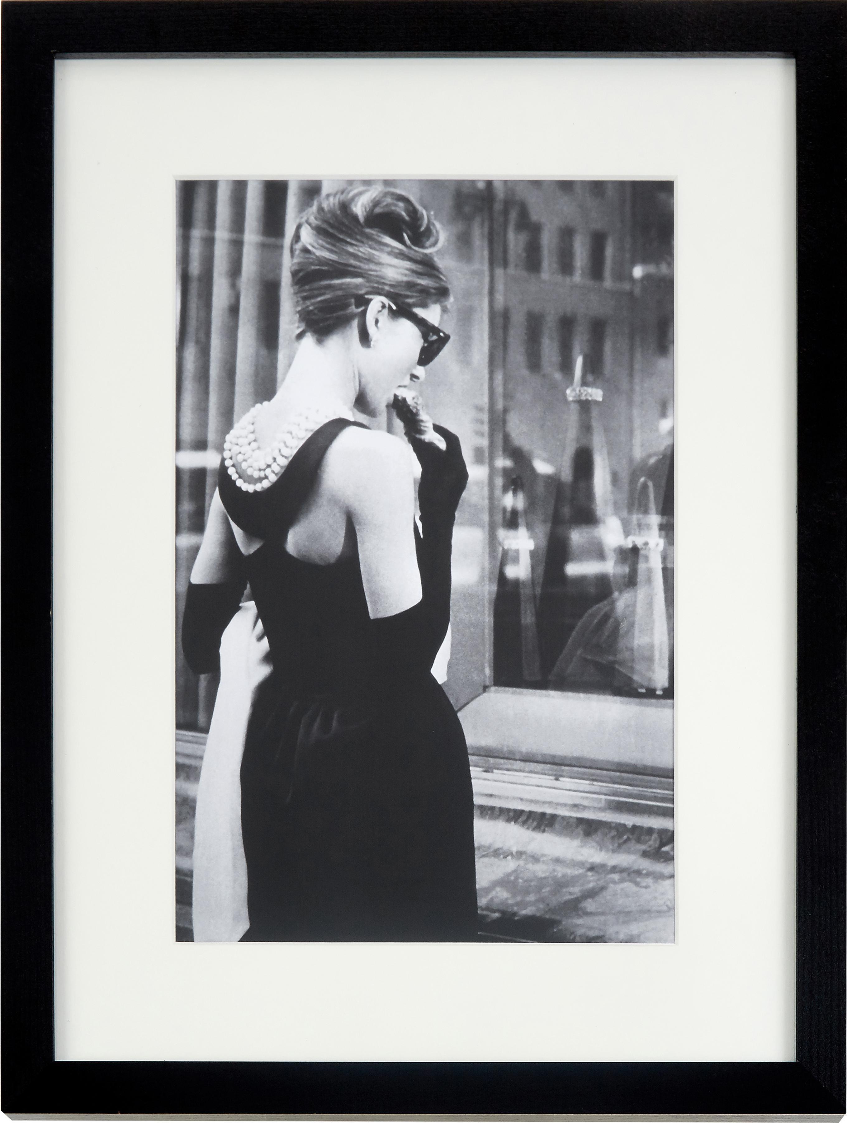 Stampa digitale incorniciata Breakfast at Tiffany's, Immagine: stampa digitale su carta,, Cornice: legno verniciato, Foto: nero, bianco Cornice: nero, Larg. 43 x Alt. 53 cm