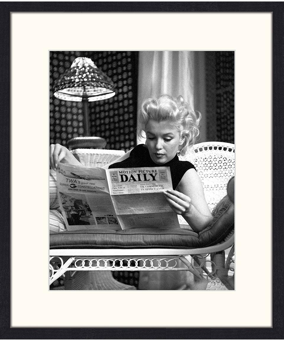 Gerahmter Digitaldruck Marilyn Monroe Reading, Bild: Digitaldruck auf Papier, , Rahmen: Holz, lackiert, Front: Plexiglas, Bild: Schwarz, Weiss Rahmen: Schwarz, 53 x 63 cm