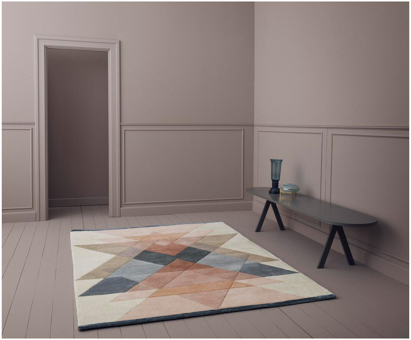 Handgetuft design vloerkleed Freya van wol, Bovenzijde: 95% wol, 5% viscose, Onderzijde: katoen, Beigetinten, roze, blauwgrijs, 140 x 200 cm