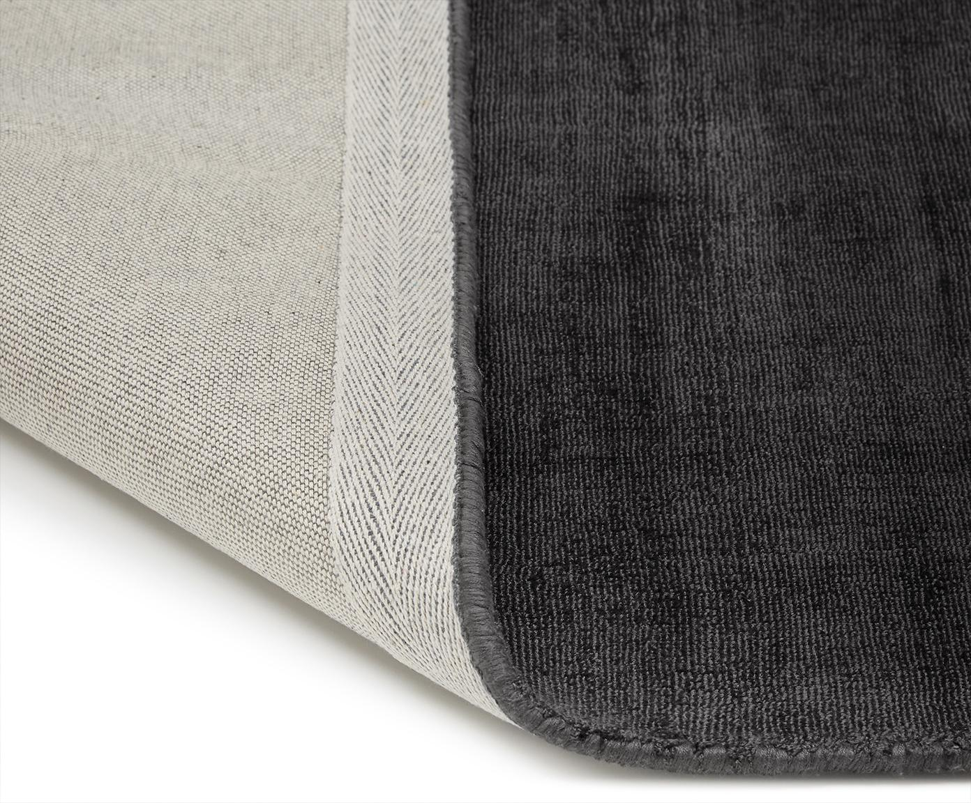 Ręcznie tkany dywan z wiskozy Jane, Antracytowoczarny, S 160 x D 230 cm (Rozmiar M)