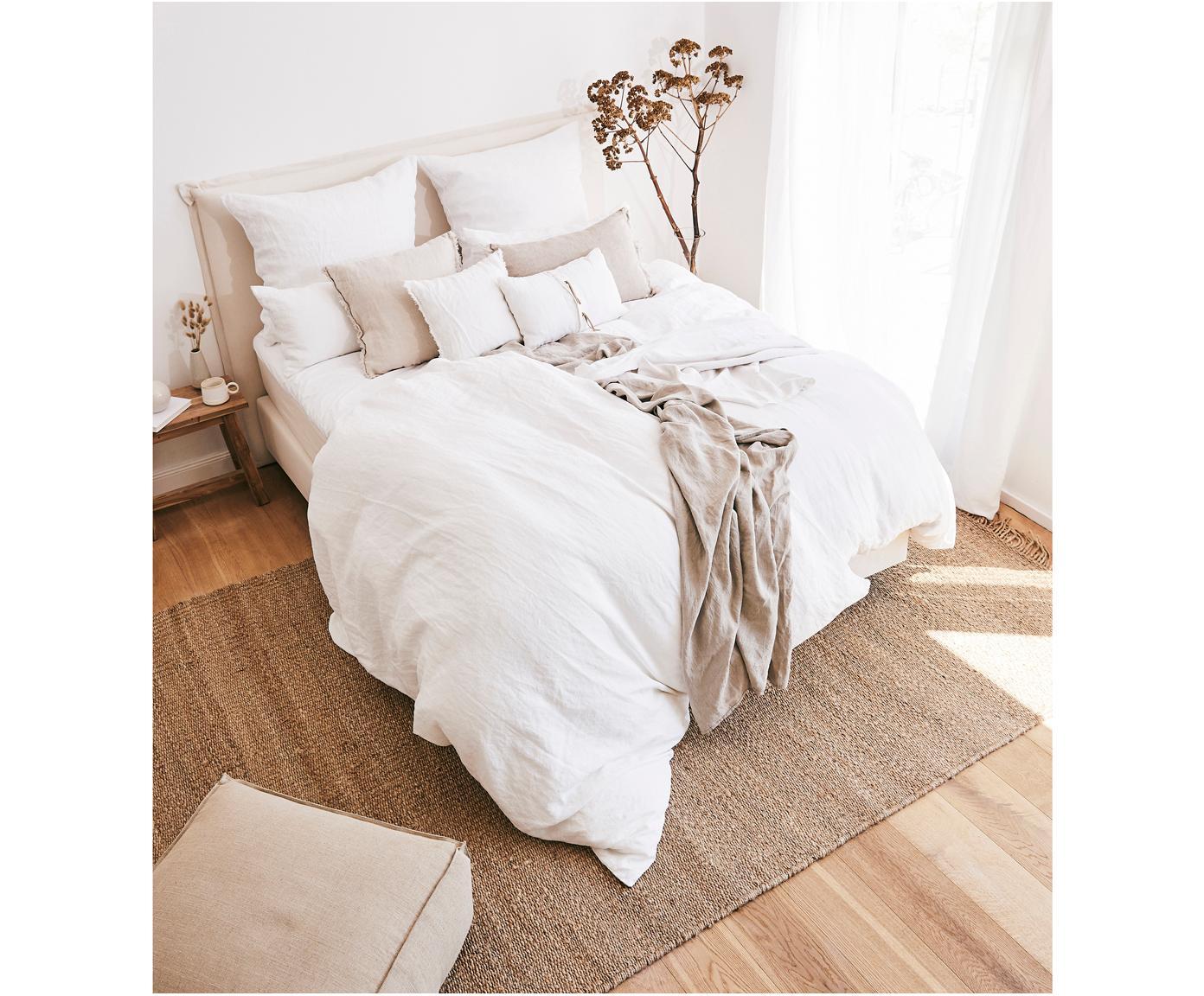 Gewaschene Leinen-Bettwäsche Nature in Weiß, Halbleinen (52% Leinen, 48% Baumwolle)  Fadendichte 108 TC, Standard Qualität  Halbleinen hat von Natur aus einen kernigen Griff und einen natürlichen Knitterlook, der durch den Stonewash-Effekt verstärkt wird. Es absorbiert bis zu 35% Luftfeuchtigkeit, trocknet sehr schnell und wirkt in Sommernächten angenehm kühlend. Die hohe Reißfestigkeit macht Halbleinen scheuerfest und strapazierfähig., Weiß, 155 x 220 cm + 1 Kissen 80 x 80 cm