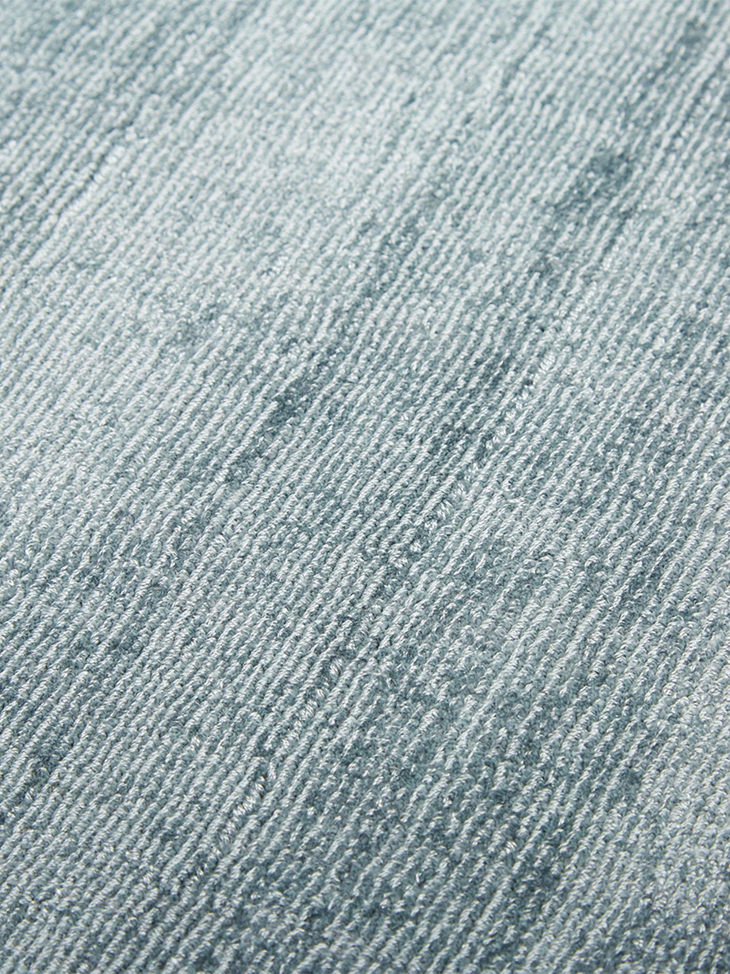 Handgewebter Viskoseteppich Jane in Eisblau, Flor: 100% Viskose, Eisblau, B 160 x L 230 cm (Größe M)