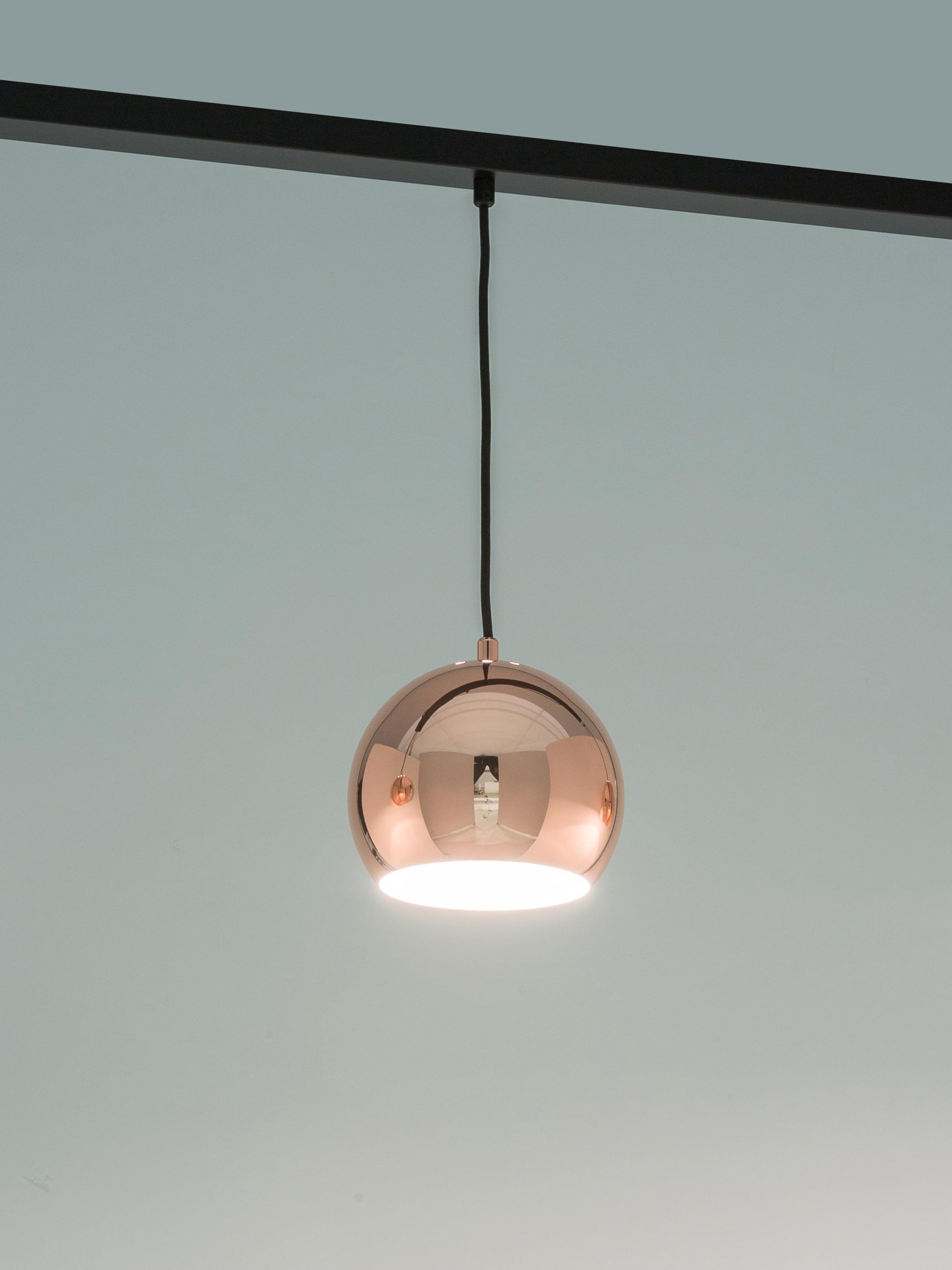 Lampada a sospensione a sfera in rame Ball, Baldacchino: metallo verniciato, Paralume: metallo ramato, Rame luccicante, nero opaco, Larg. 100 x Alt. 168 cm
