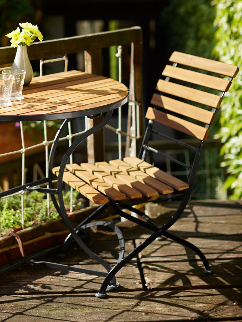 Klapstoelen Parklife met armleuningen, 2 stuks, Zitvlak: geolied acaciahout, ®FSC-, Frame: verzinkt en gepoedercoat , Zwart, acaciahoutkleurig, B 59 x D 52 cm